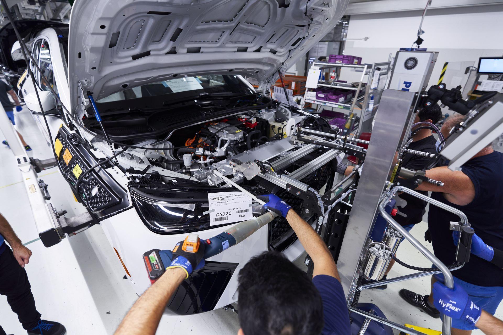 BMW-iX-Plant-9