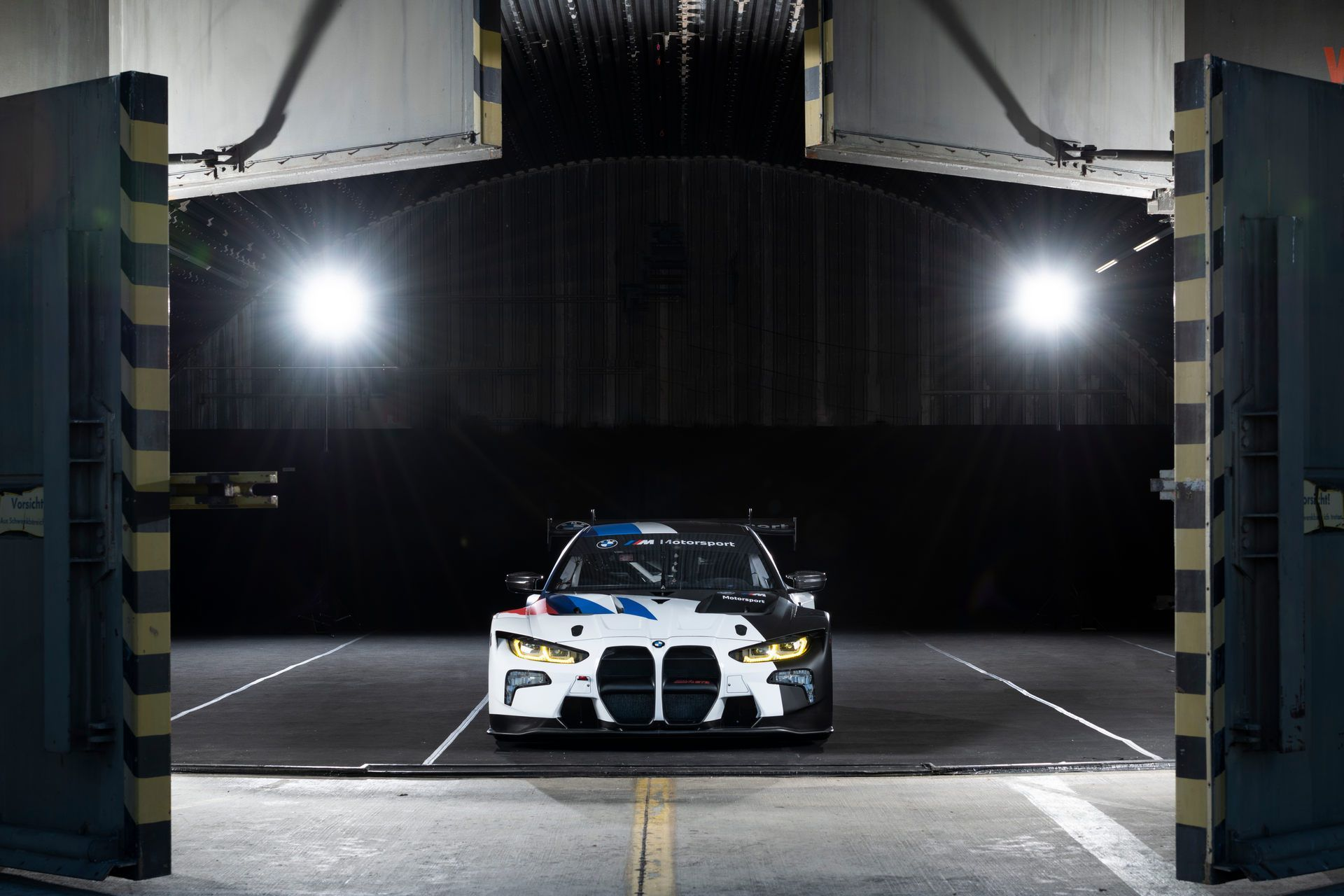BMW-M4-GT3-40