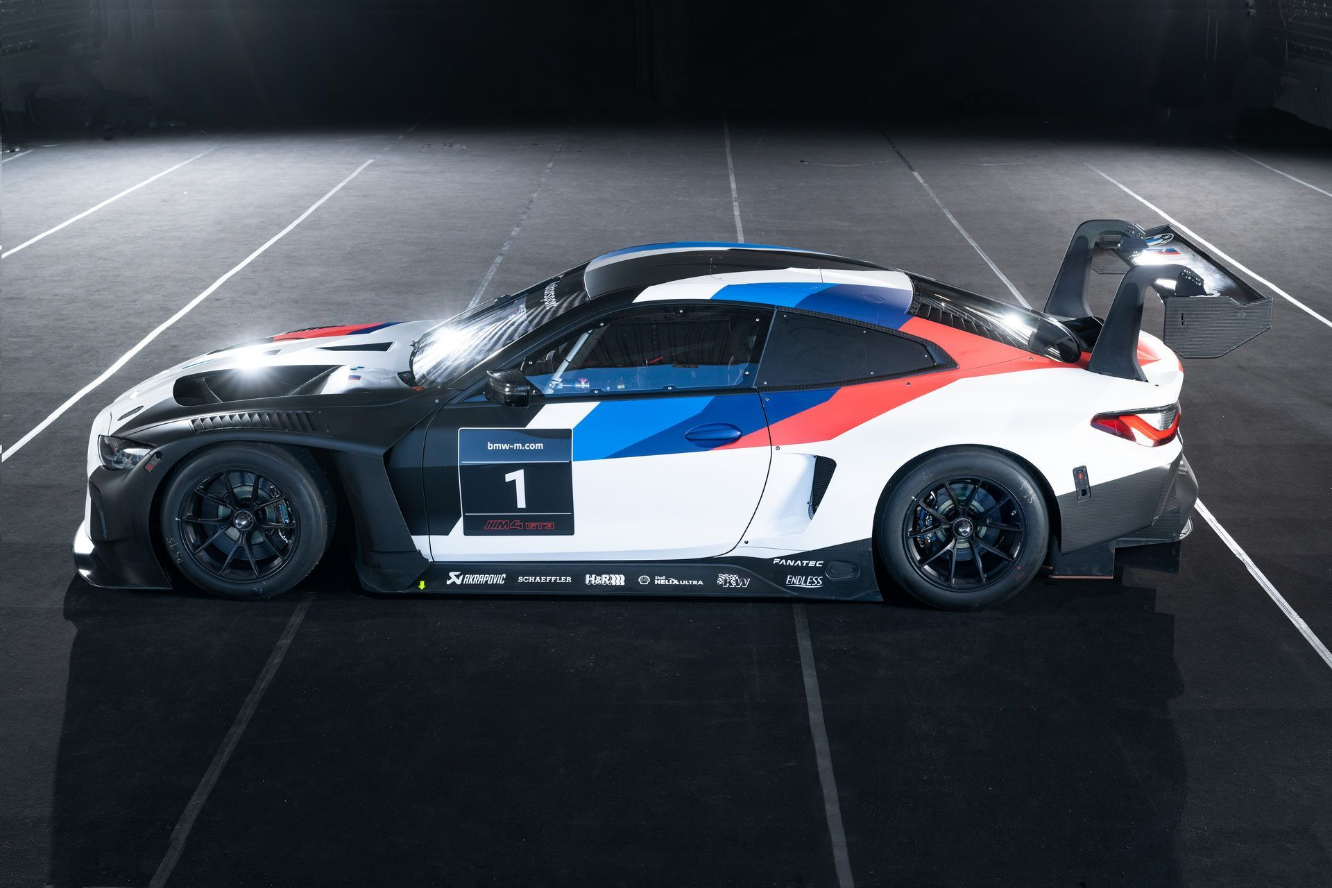 BMW-M4-GT3-47