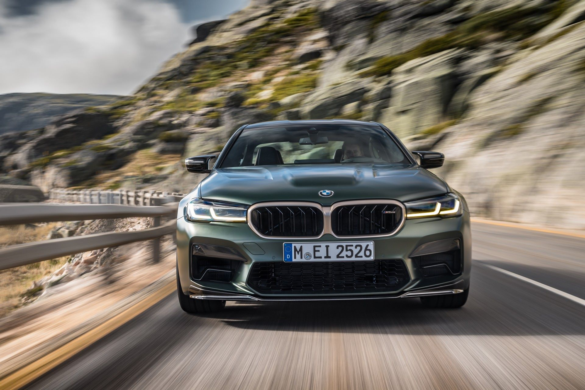2022-BMW-M5-CS-2