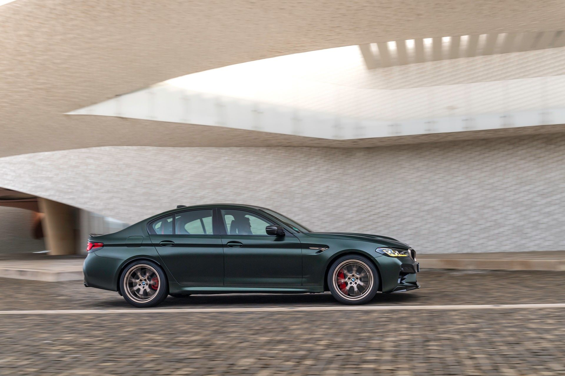 2022-BMW-M5-CS-35
