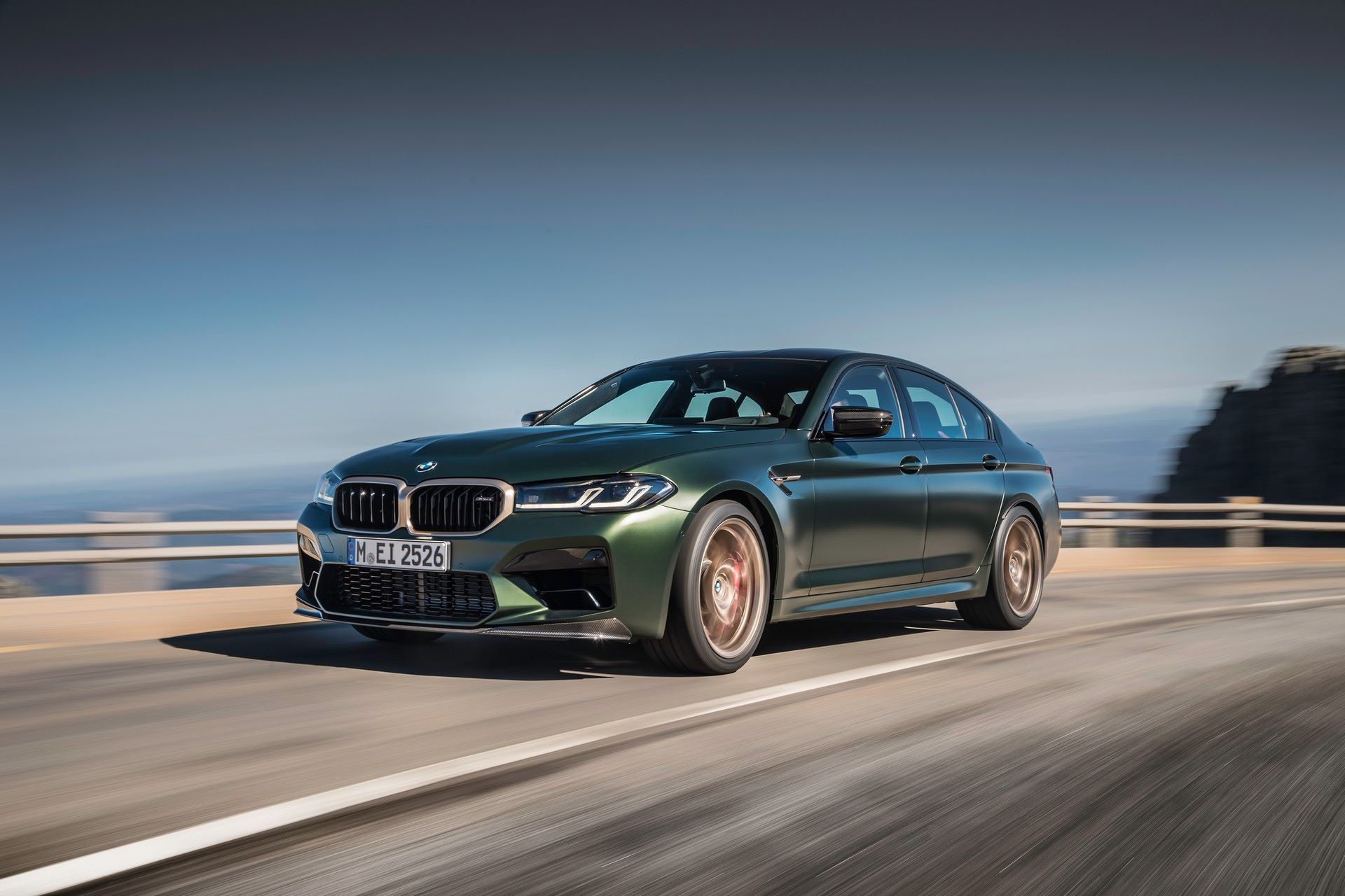 2022-BMW-M5-CS-4