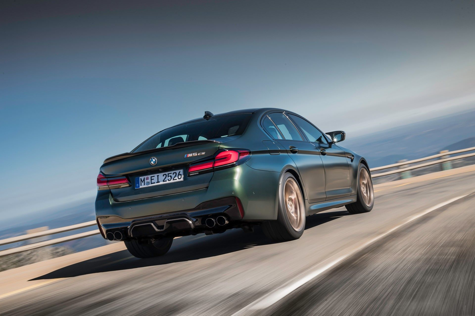 2022-BMW-M5-CS-6