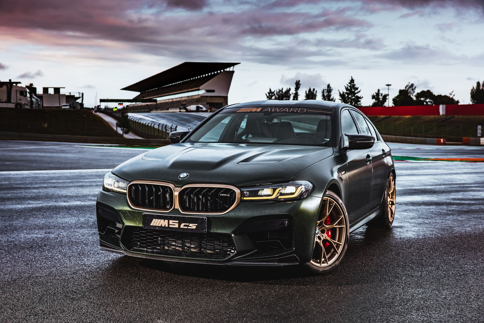 BMW-M5-CS-Moto-GP-13