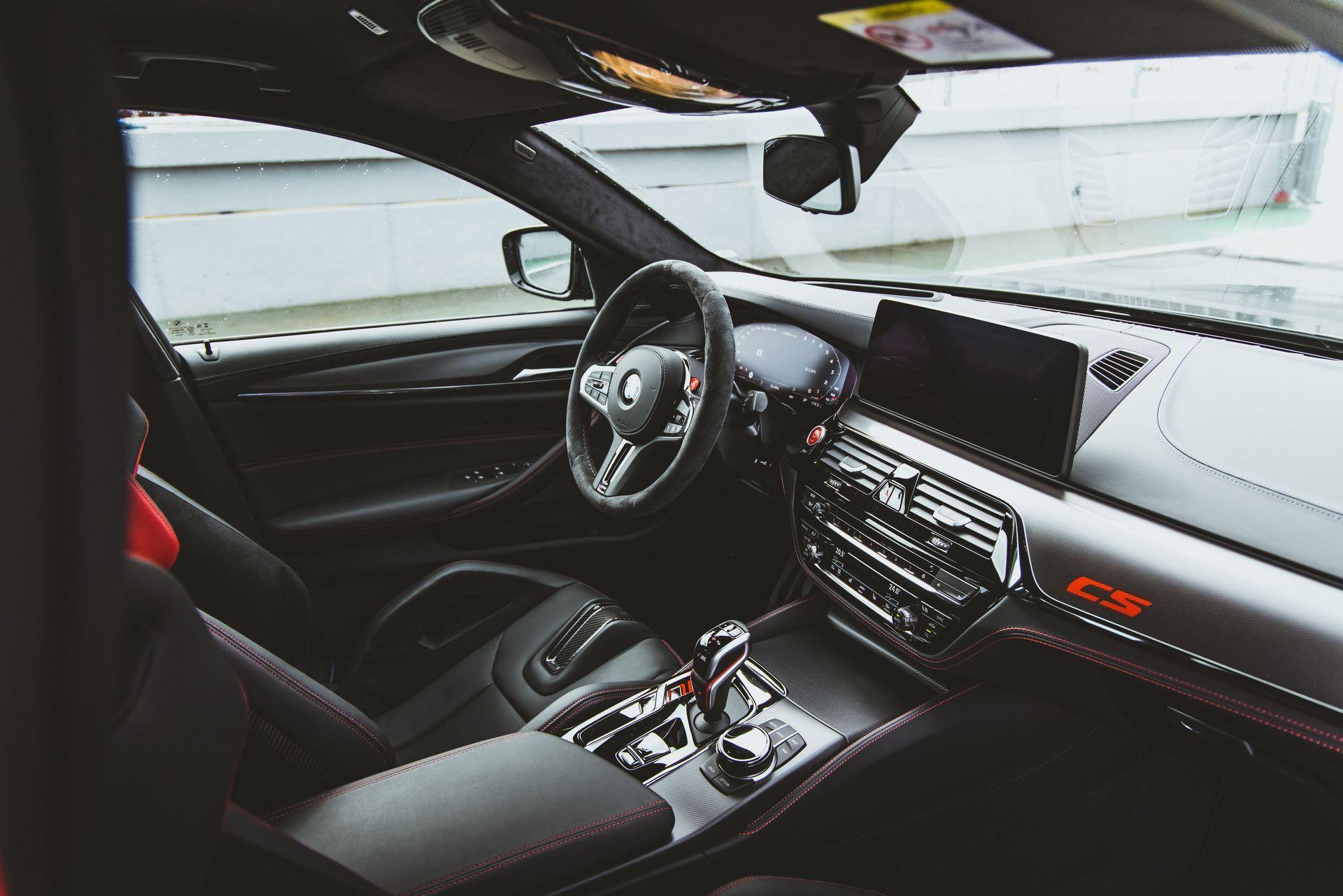 BMW-M5-CS-Moto-GP-24