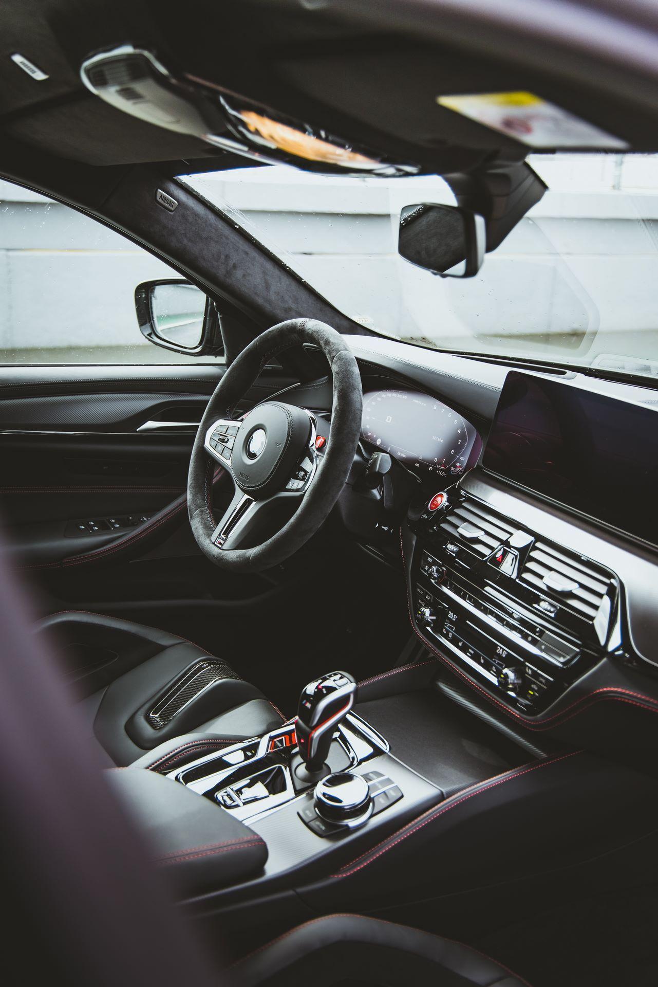 BMW-M5-CS-Moto-GP-25