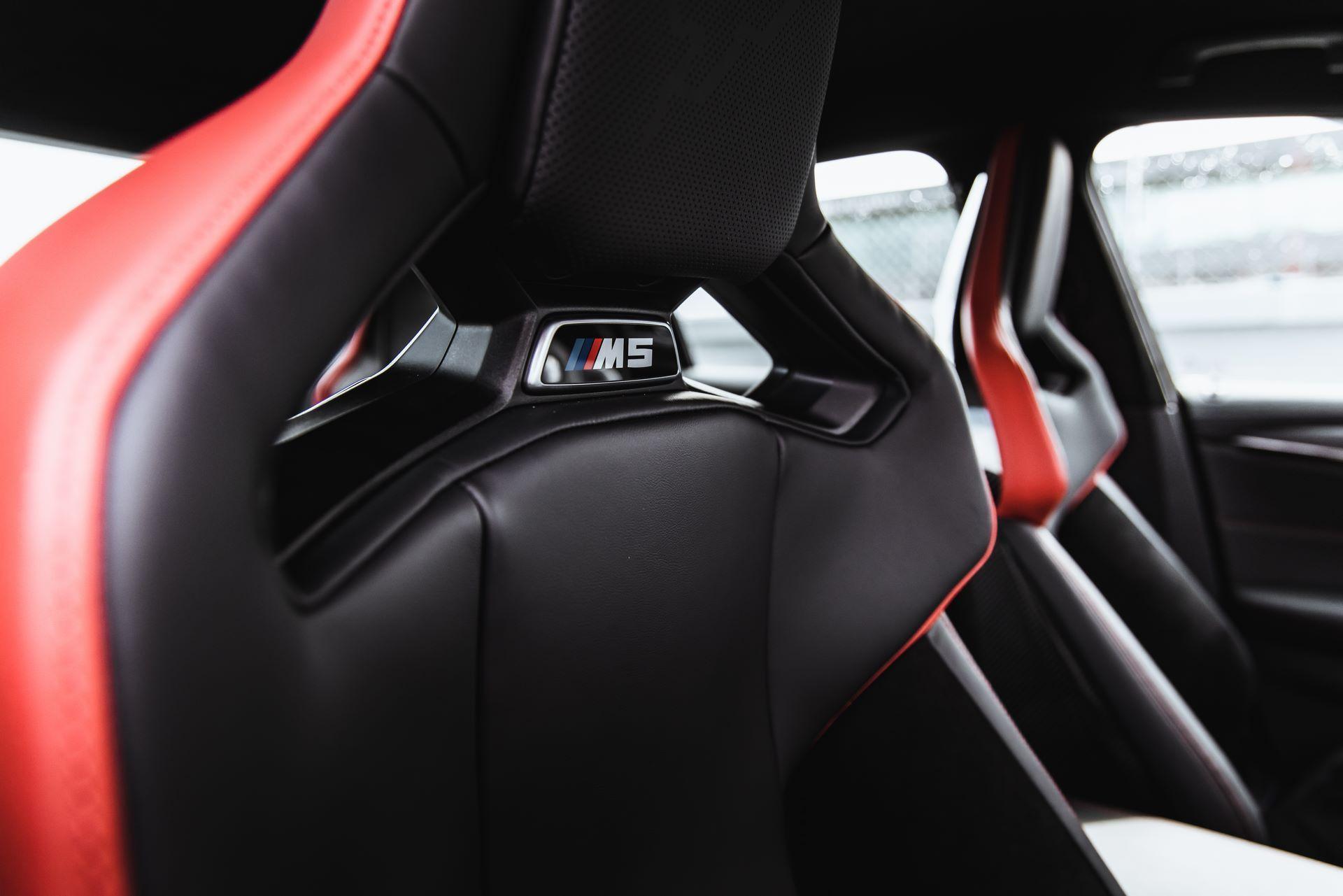 BMW-M5-CS-Moto-GP-27