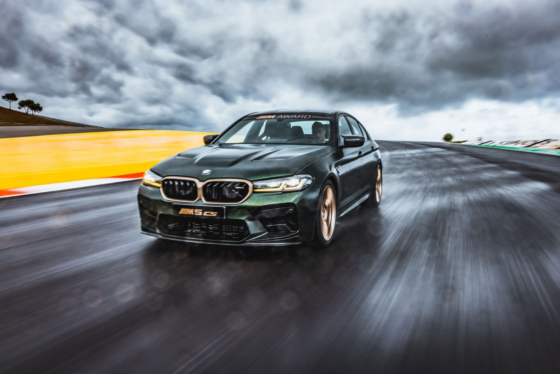 BMW-M5-CS-Moto-GP-4