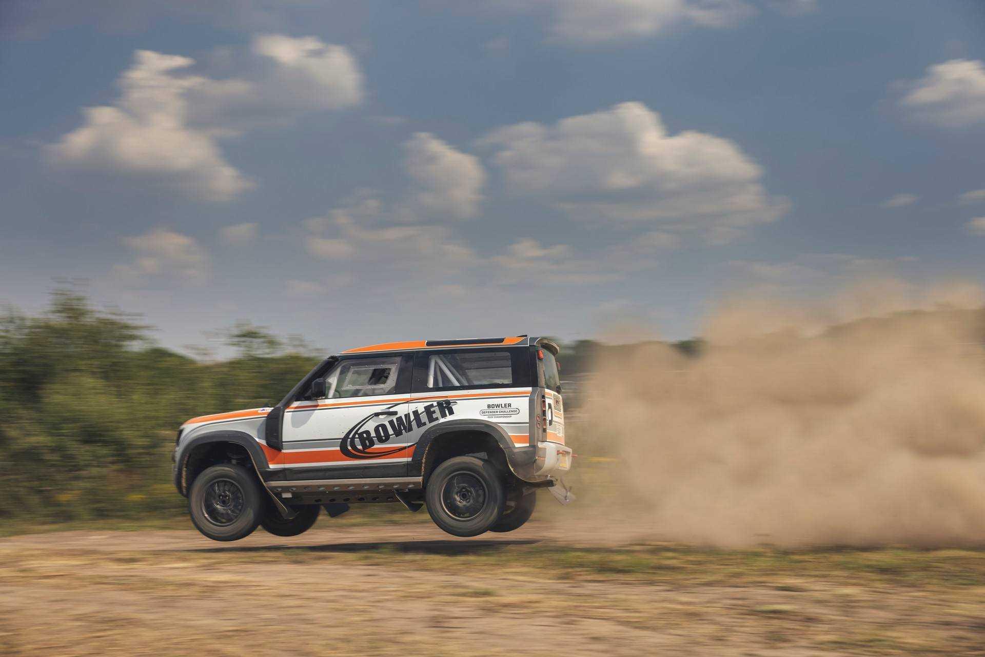 Bowler-Land-Rover-Defender-Challenge-Rally-Car-15