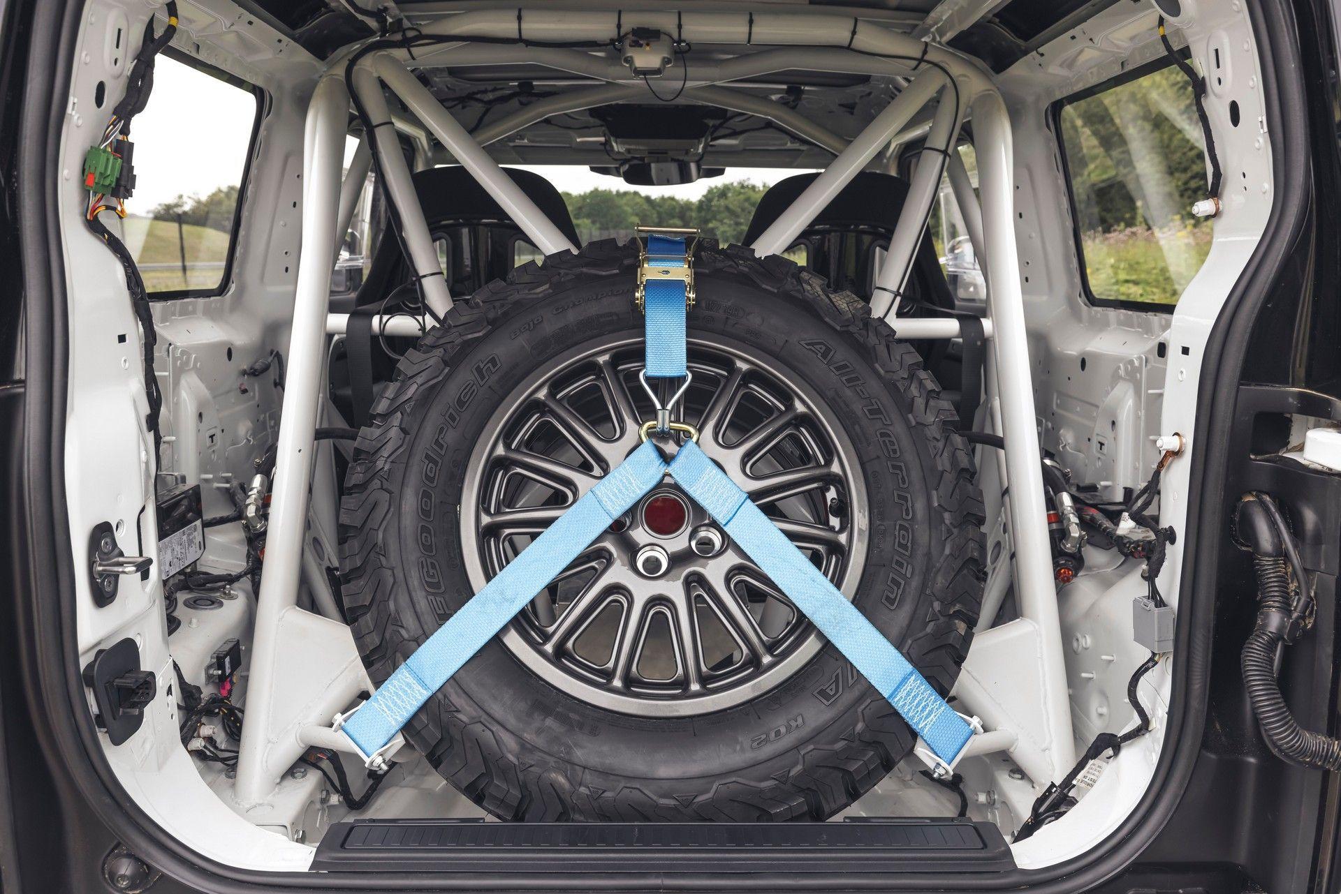 Bowler-Land-Rover-Defender-Challenge-Rally-Car-61