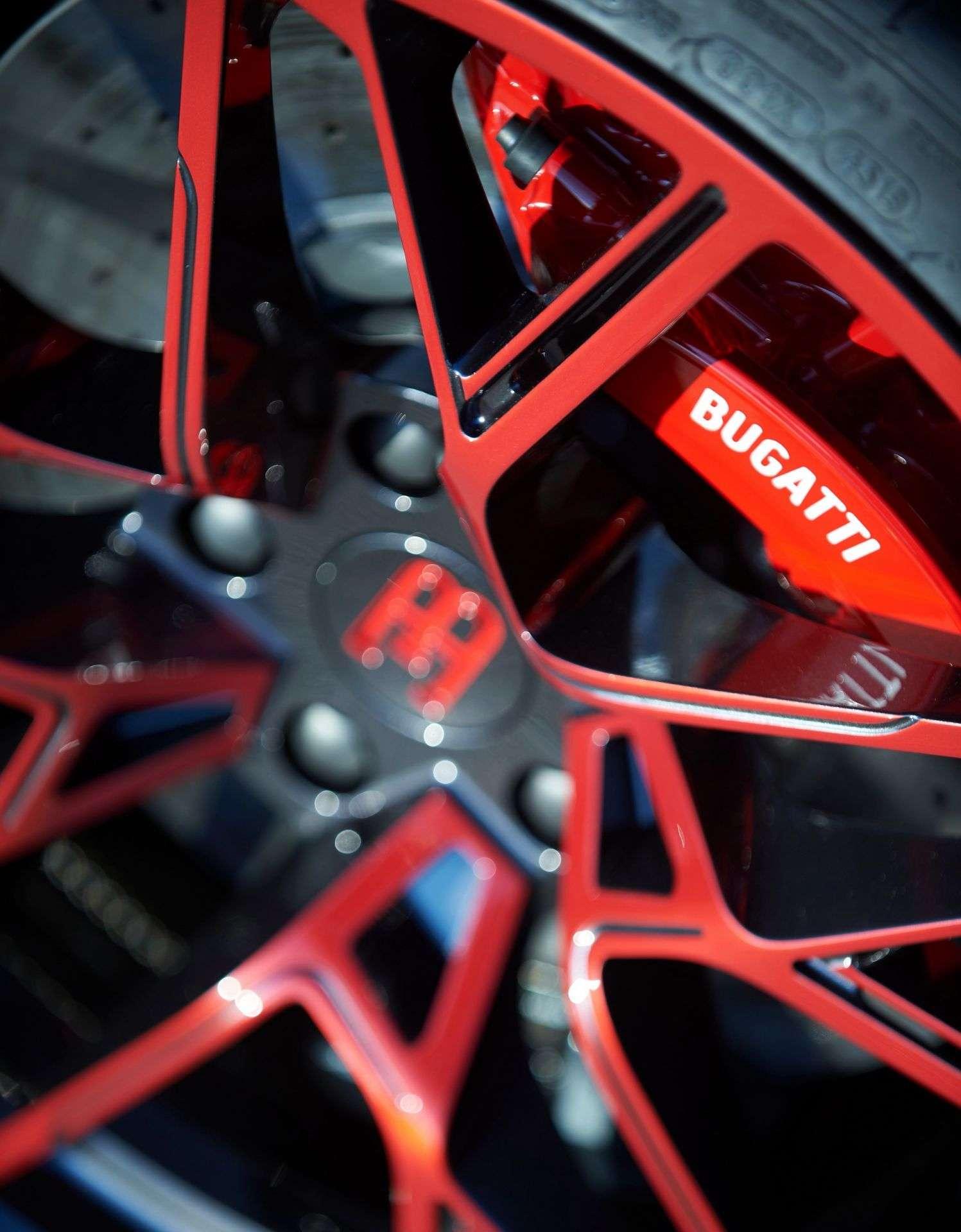 Bugatti_Divo_Lady_Bug-0054