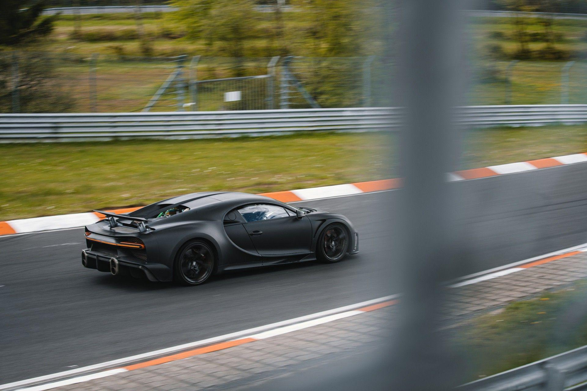 21_bugatti-lineup_nbr_300-