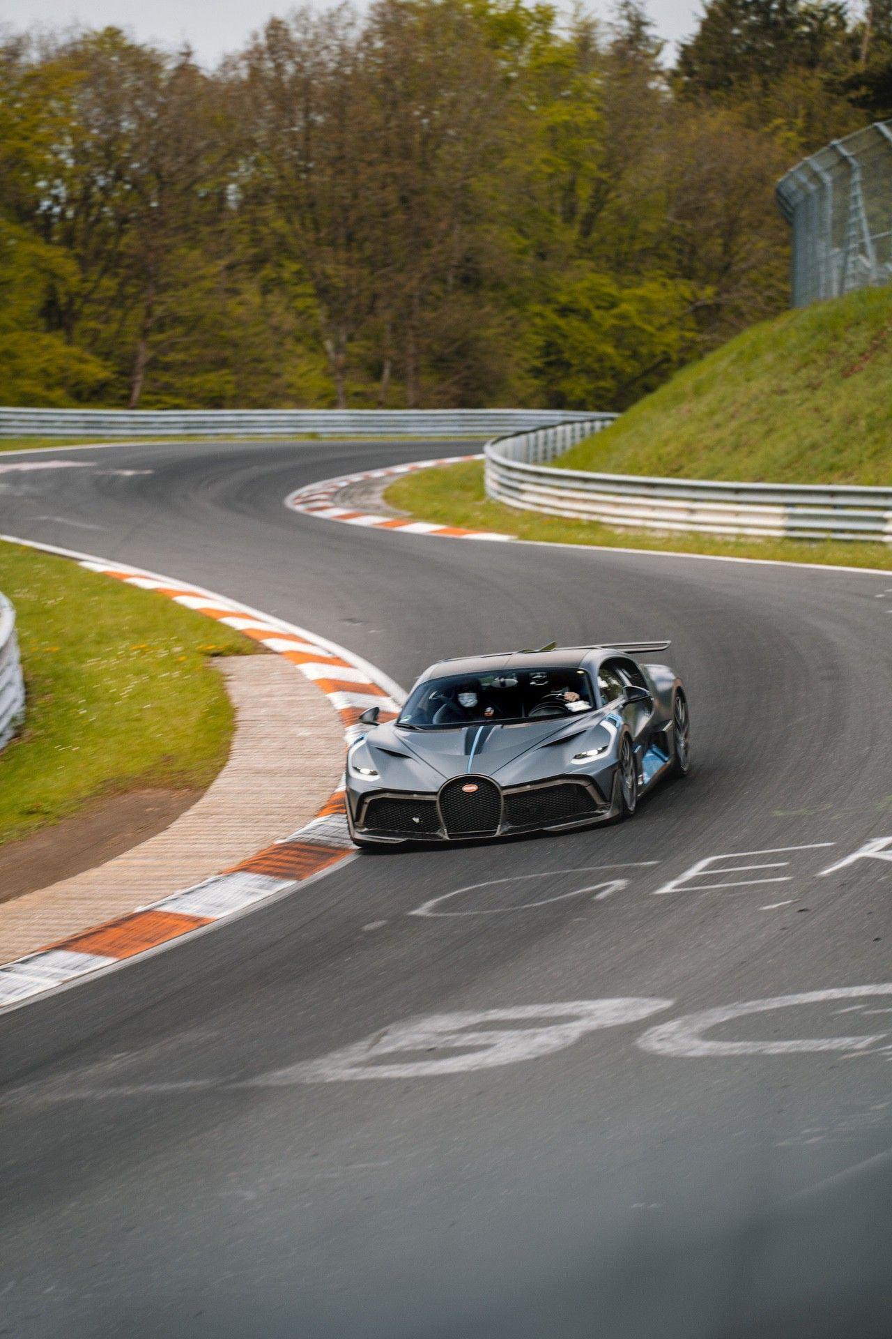 24_bugatti-lineup_nbr_divo