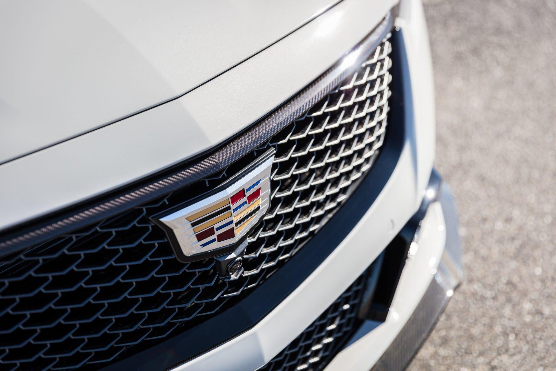 2022-Cadillac-CT5-V-Blackwing-8