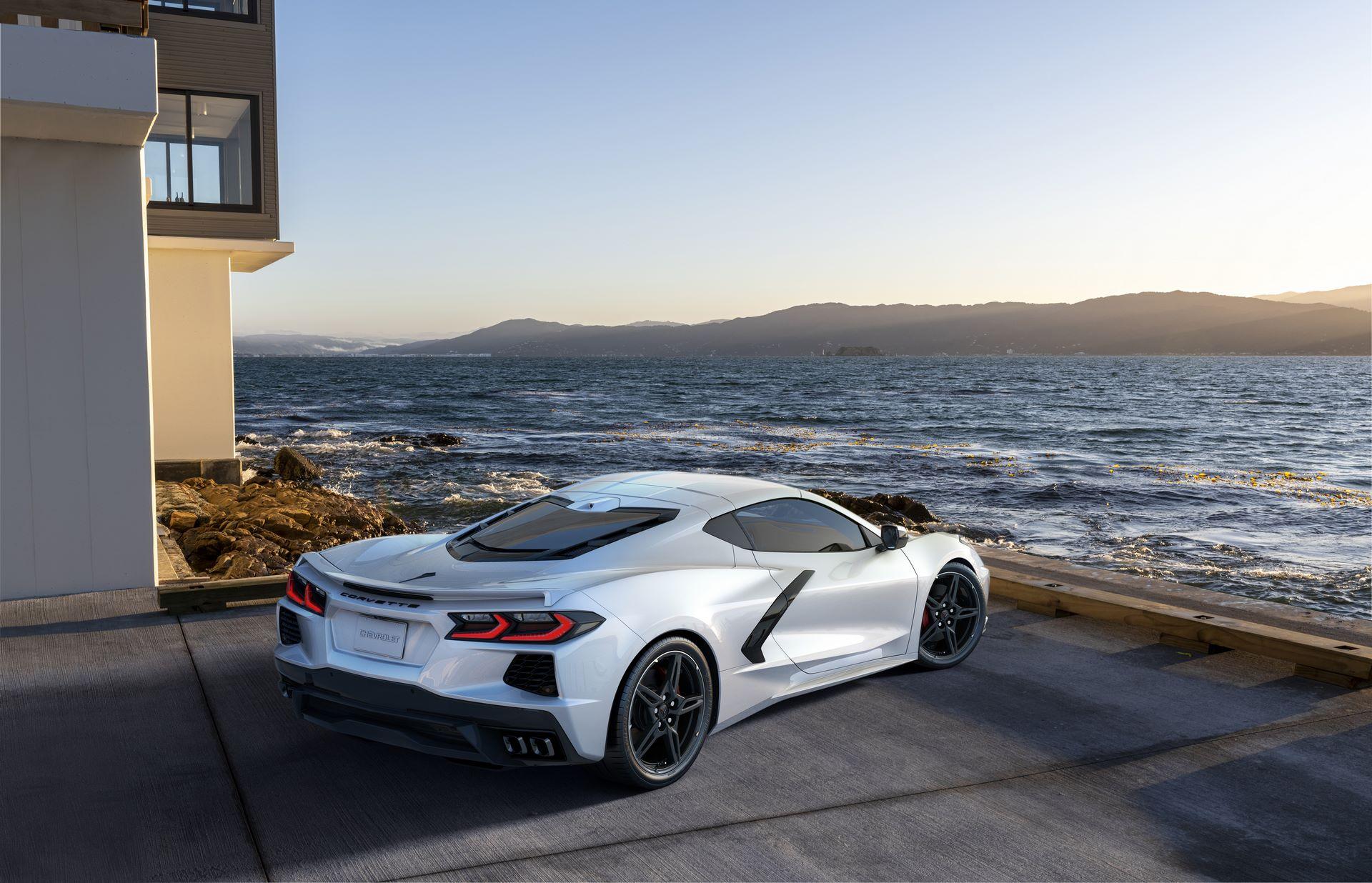 2022-Chevrolet-Corvette-Stingray-003