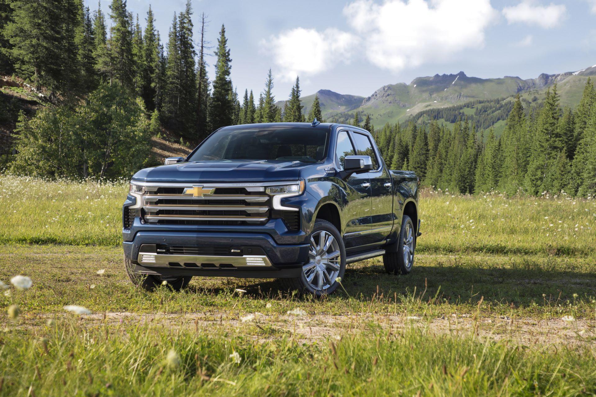 2022-Chevrolet-Silverado-HighCountry-013