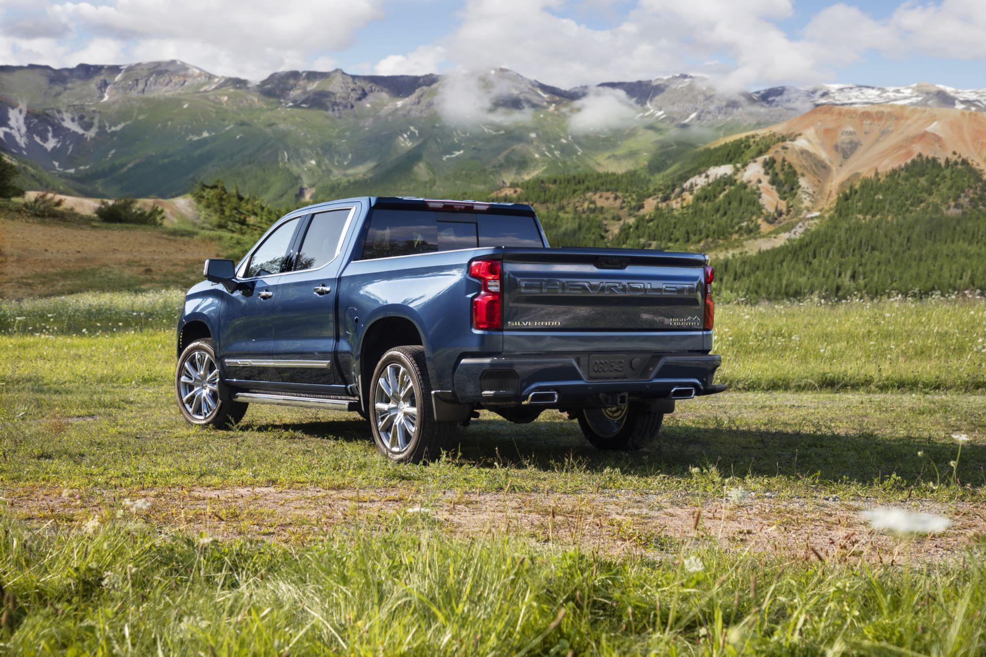 2022-Chevrolet-Silverado-HighCountry-014