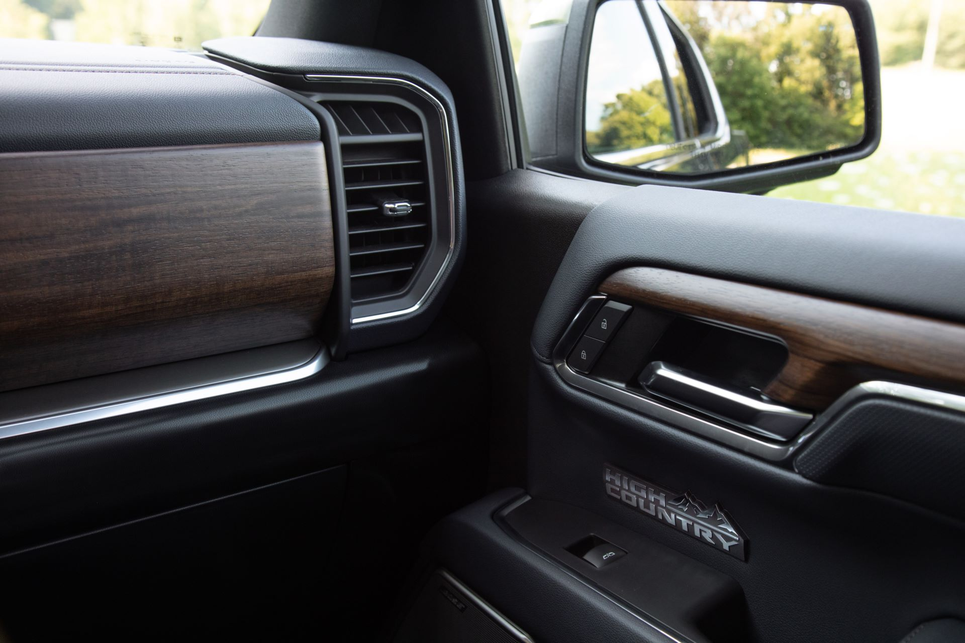 2022-Chevrolet-Silverado-HighCountry-019