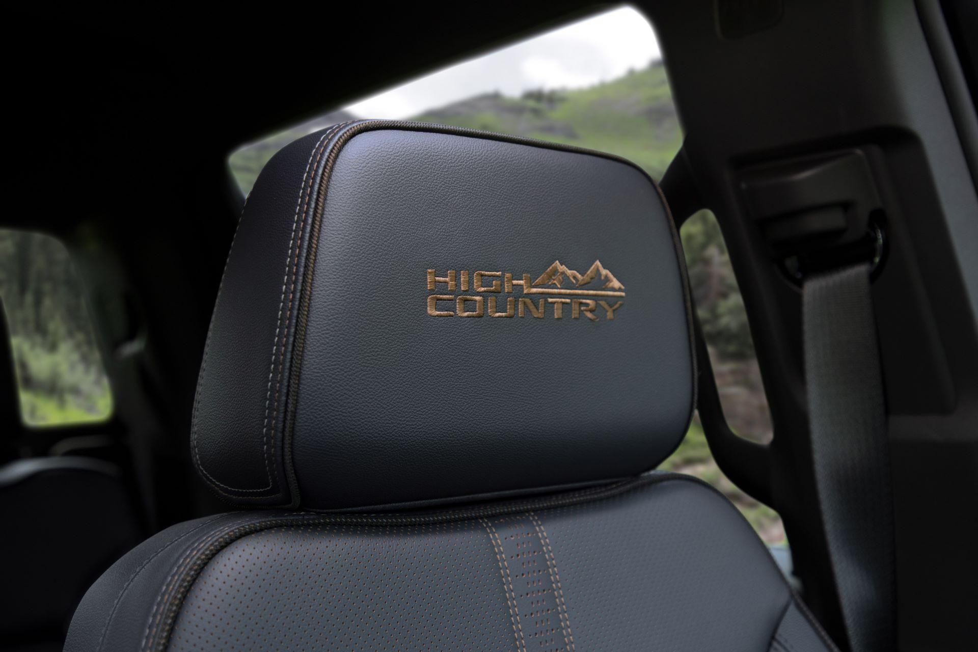 2022-Chevrolet-Silverado-HighCountry-027