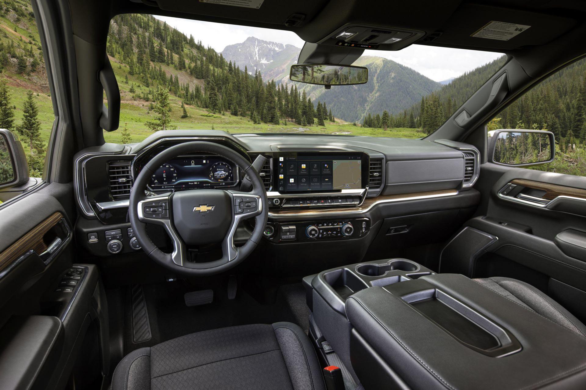 2022-Chevrolet-Silverado-LT-022