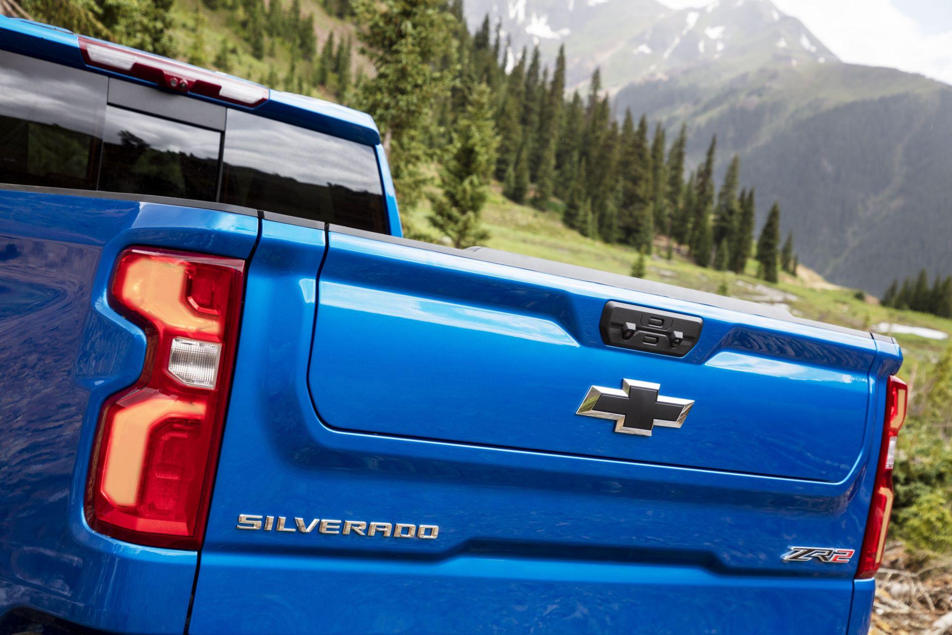 2022-Chevrolet-Silverado-ZR2-006