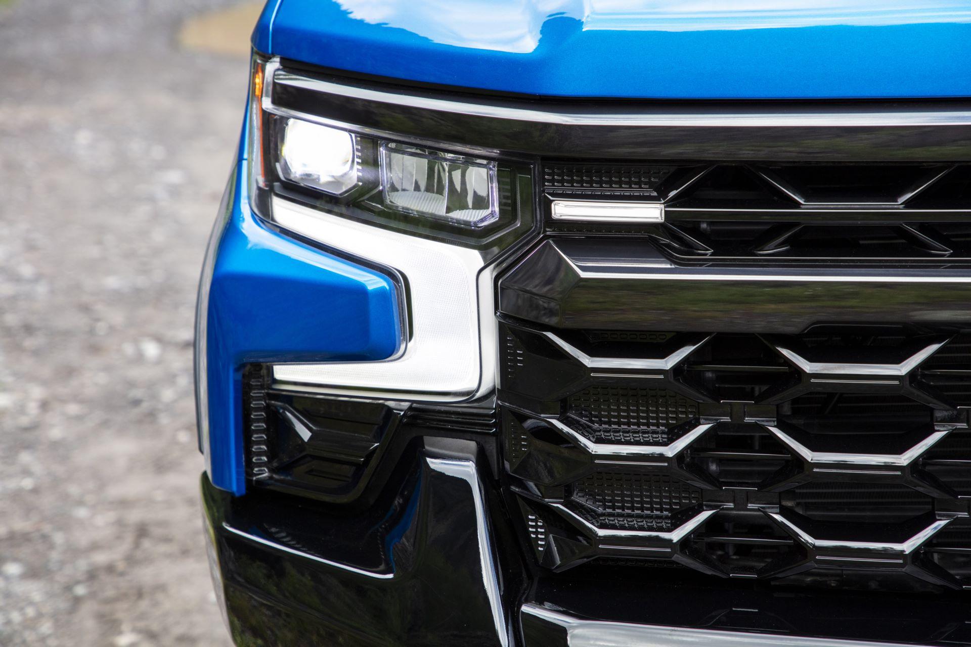 2022-Chevrolet-Silverado-ZR2-008