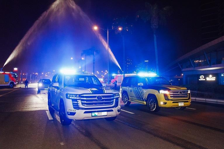 Dubai_Abu-Dhabi_police_Land_Cruiser-0003