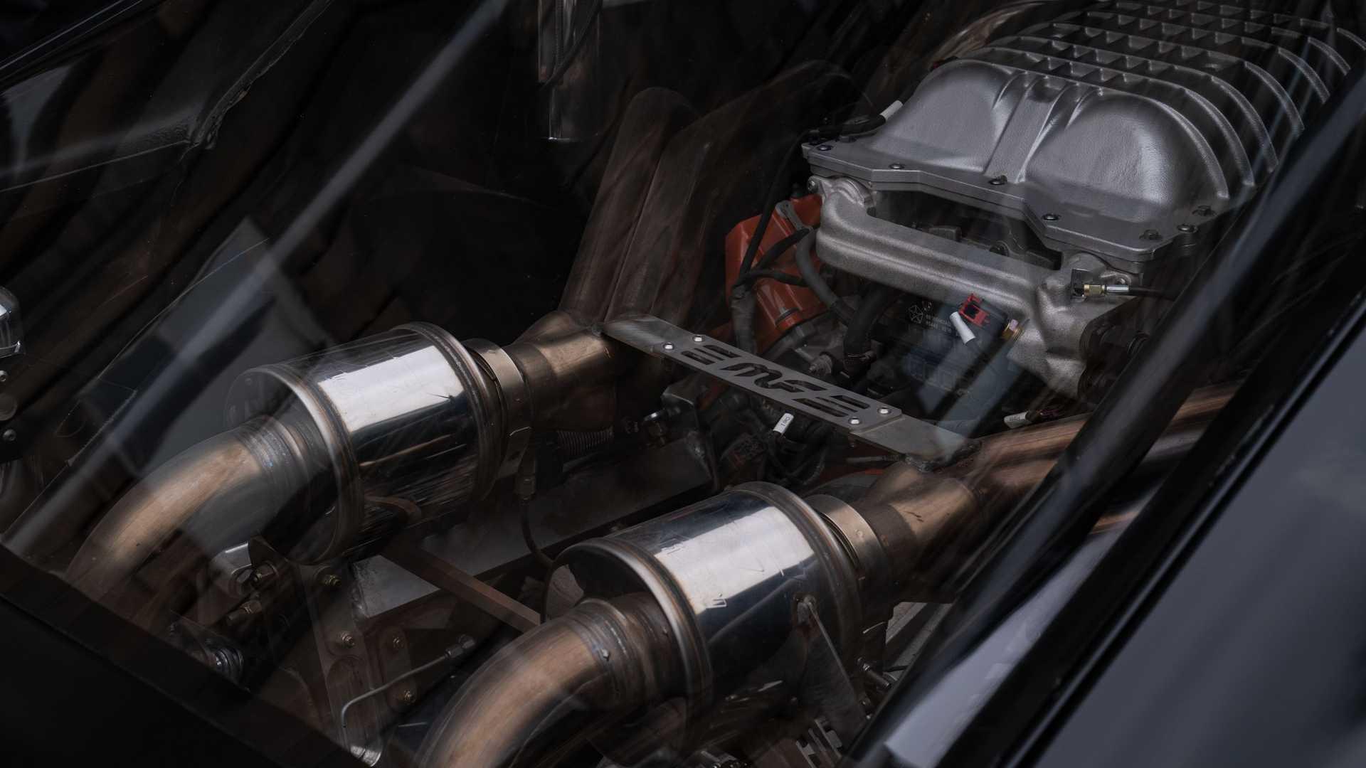 dom-s-mid-engine-1968-dodge-charger-engine