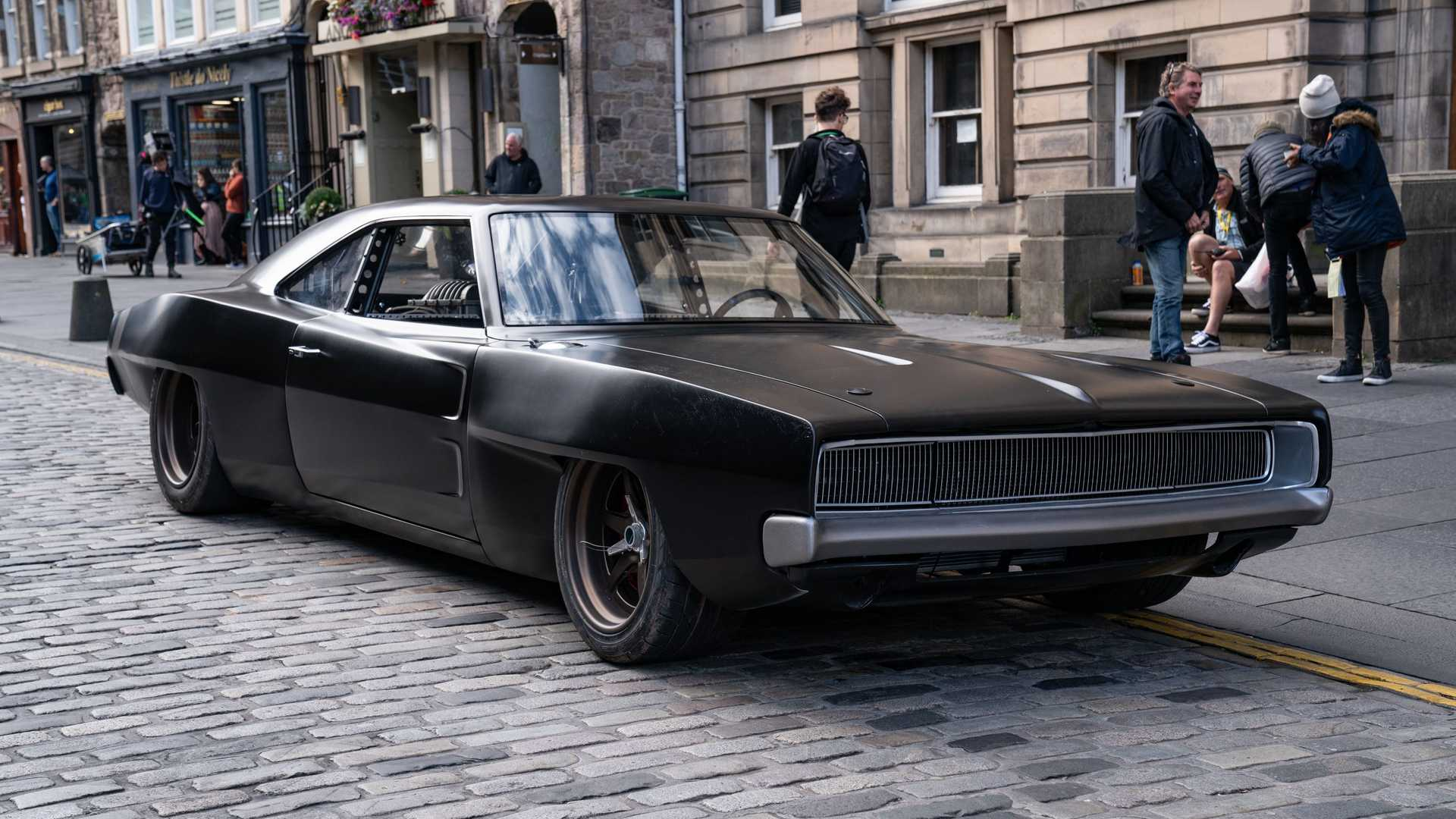 dom-s-mid-engine-1968-dodge-charger-parked