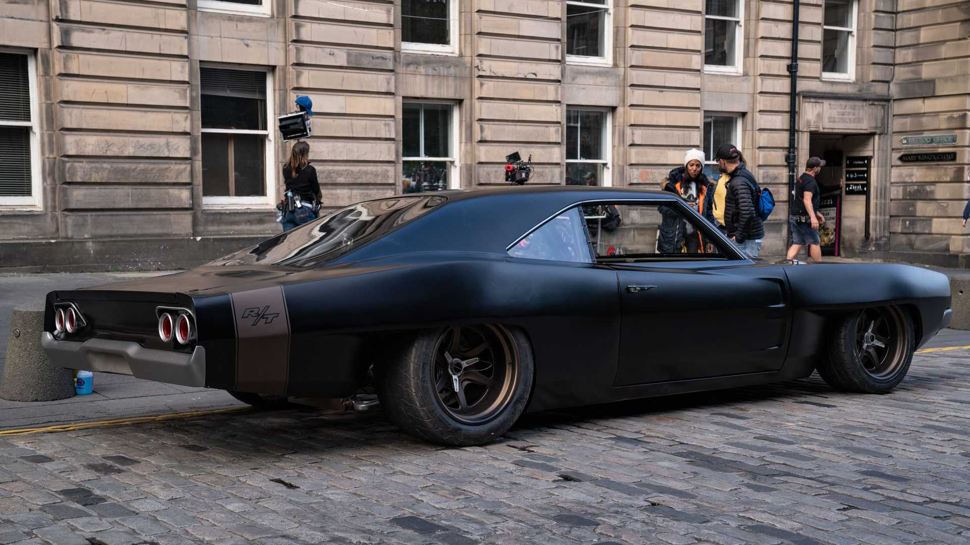 dom-s-mid-engine-1968-dodge-charger-rear-angle