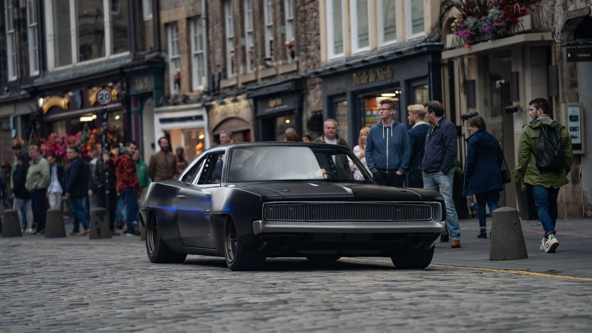 dom-s-mid-engine-1968-dodge-charger-with-people