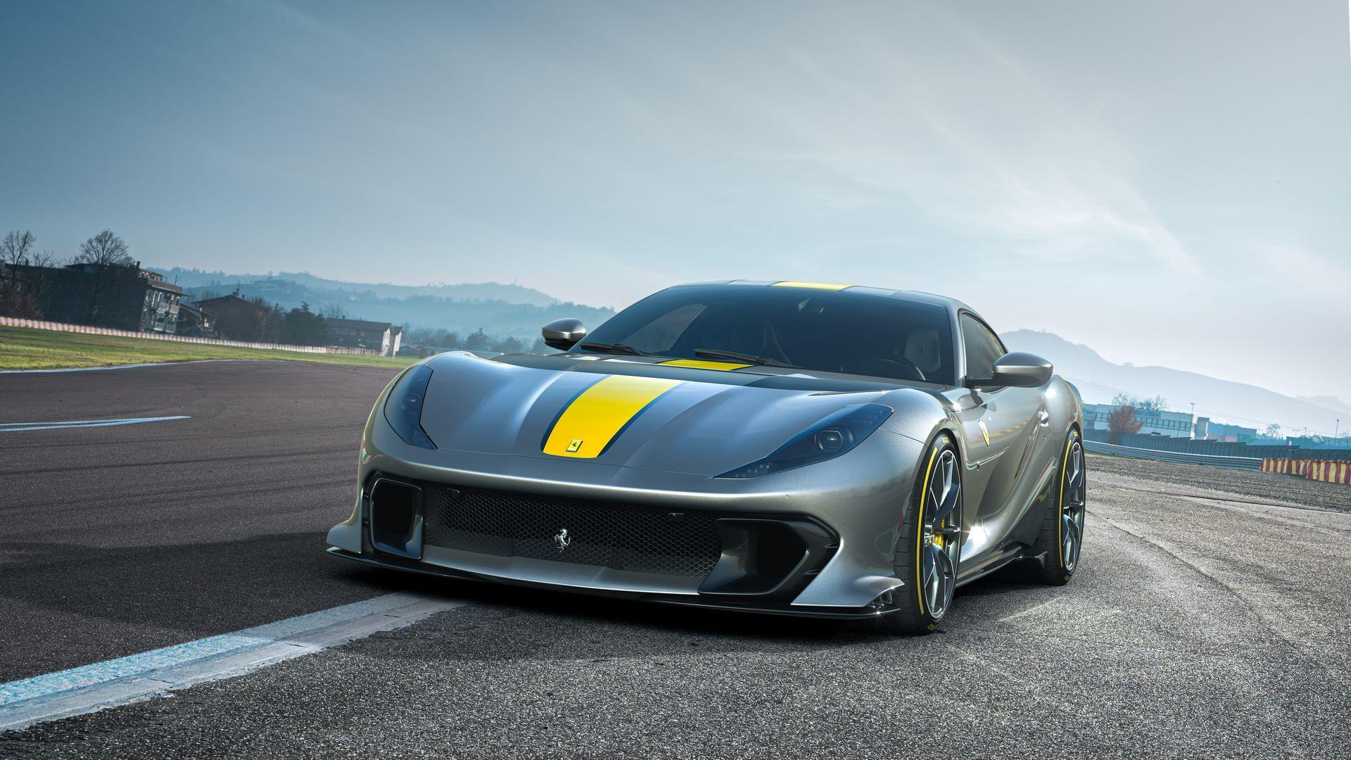 Ferrari-812-Competizione-1