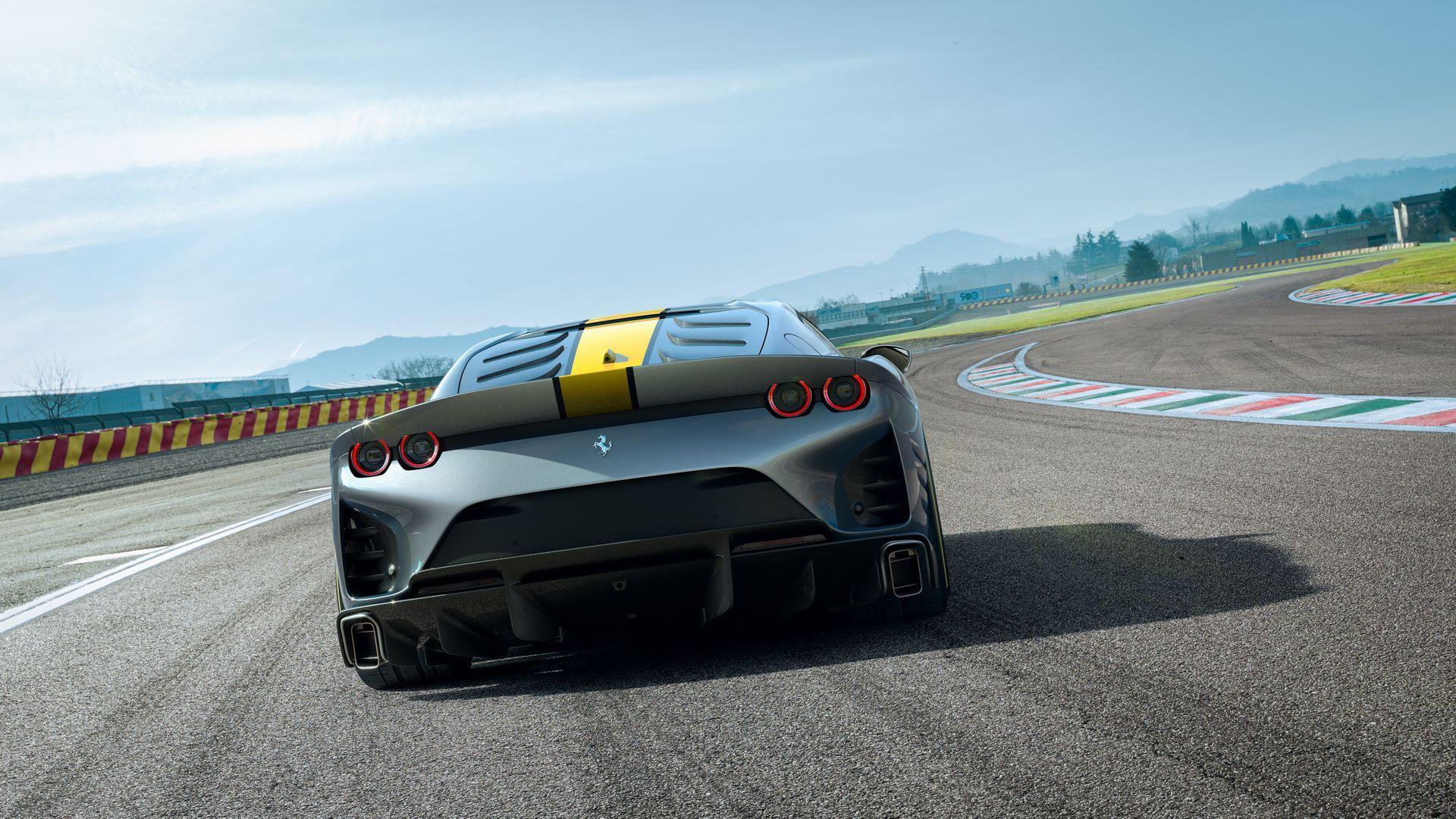 Ferrari-812-Competizione-4