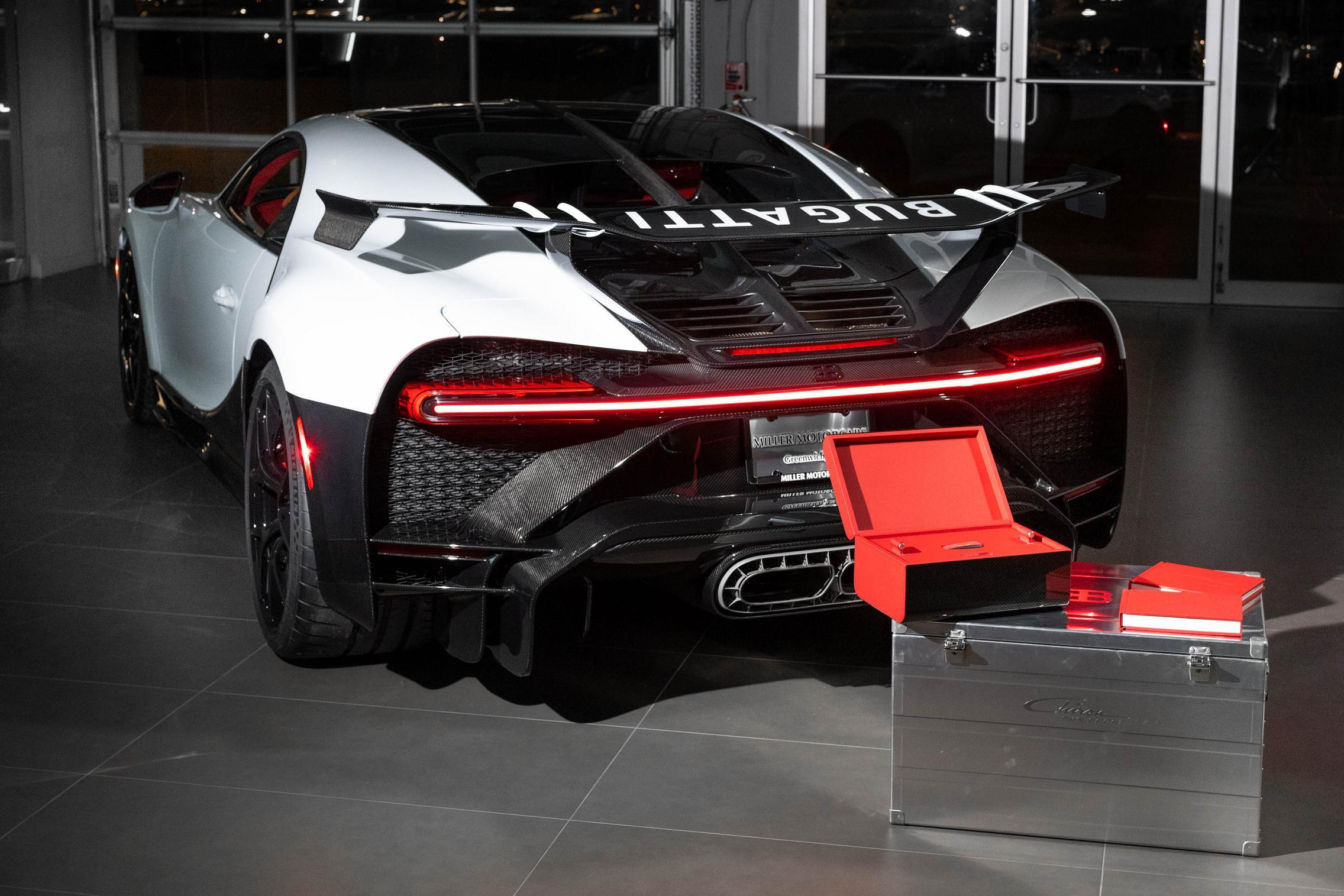 First_delivery_Chiron_Pur_Sport_0002