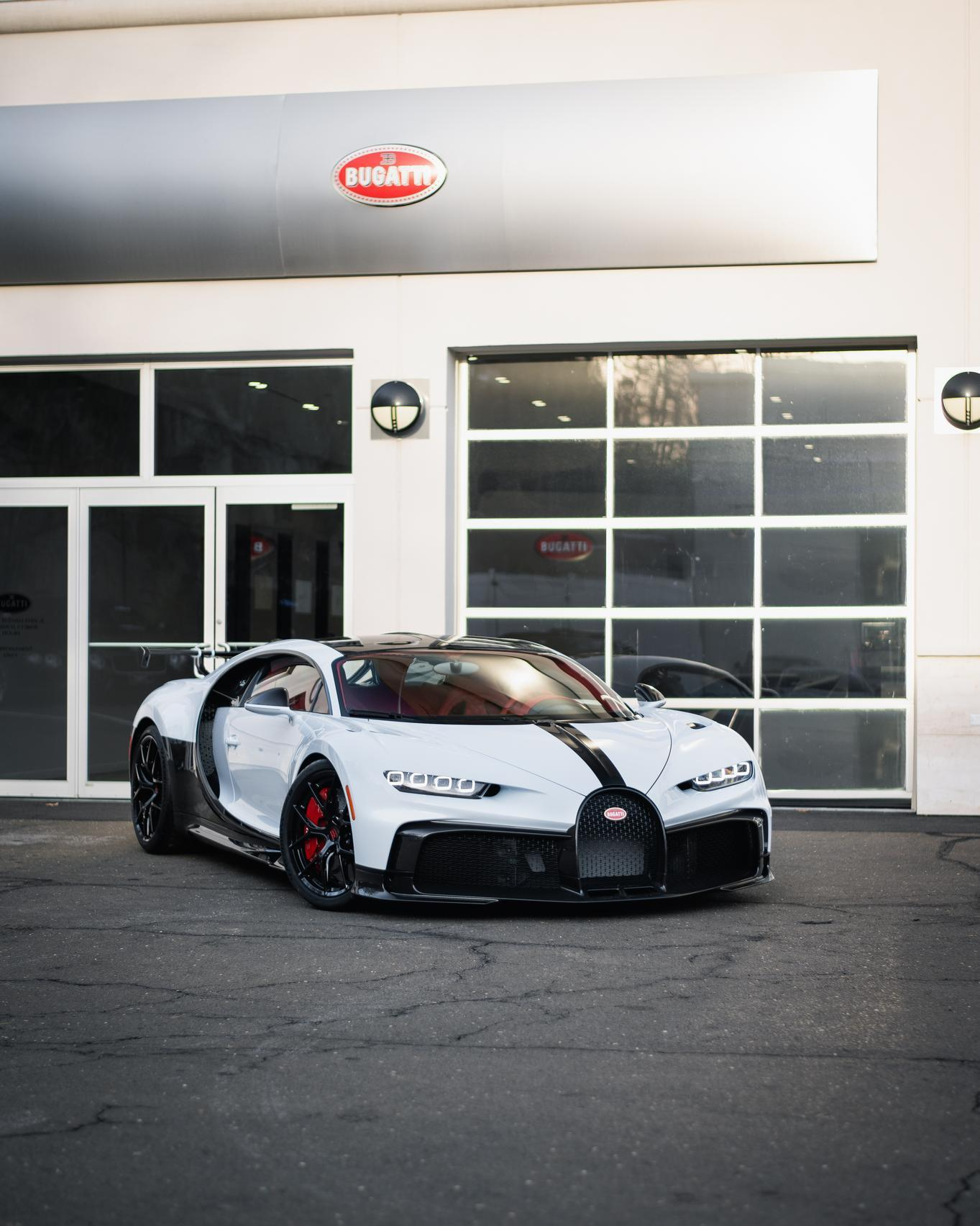 First_delivery_Chiron_Pur_Sport_0003