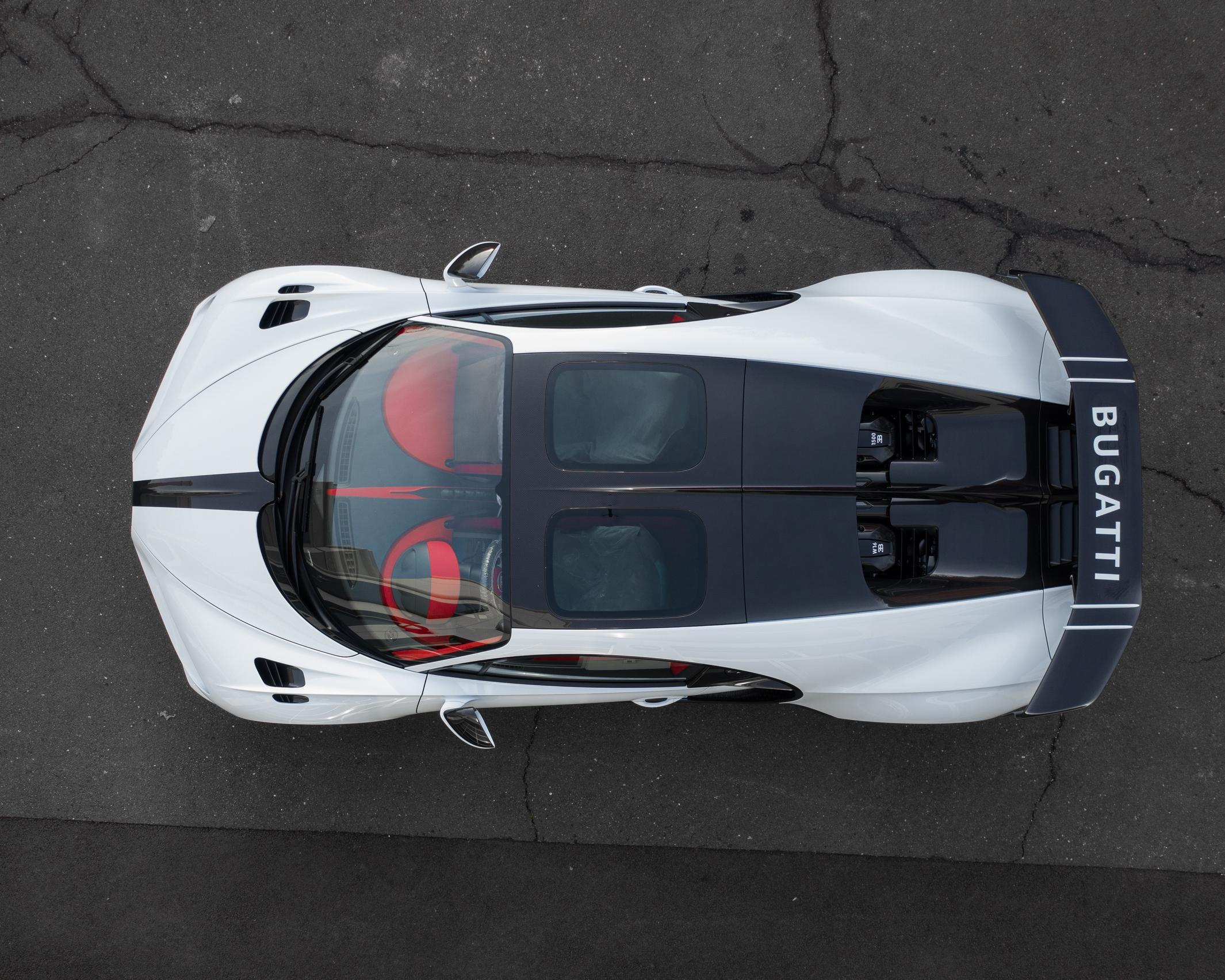 First_delivery_Chiron_Pur_Sport_0008