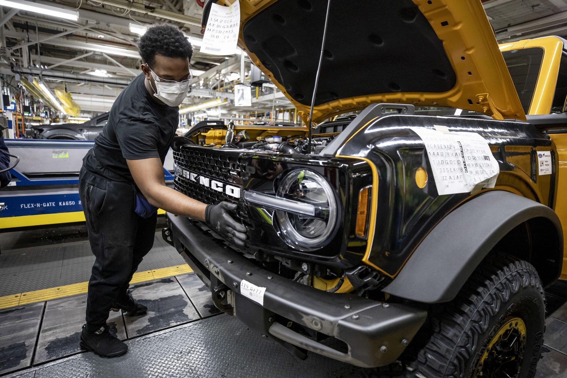 Ford-Bronco-plant-1