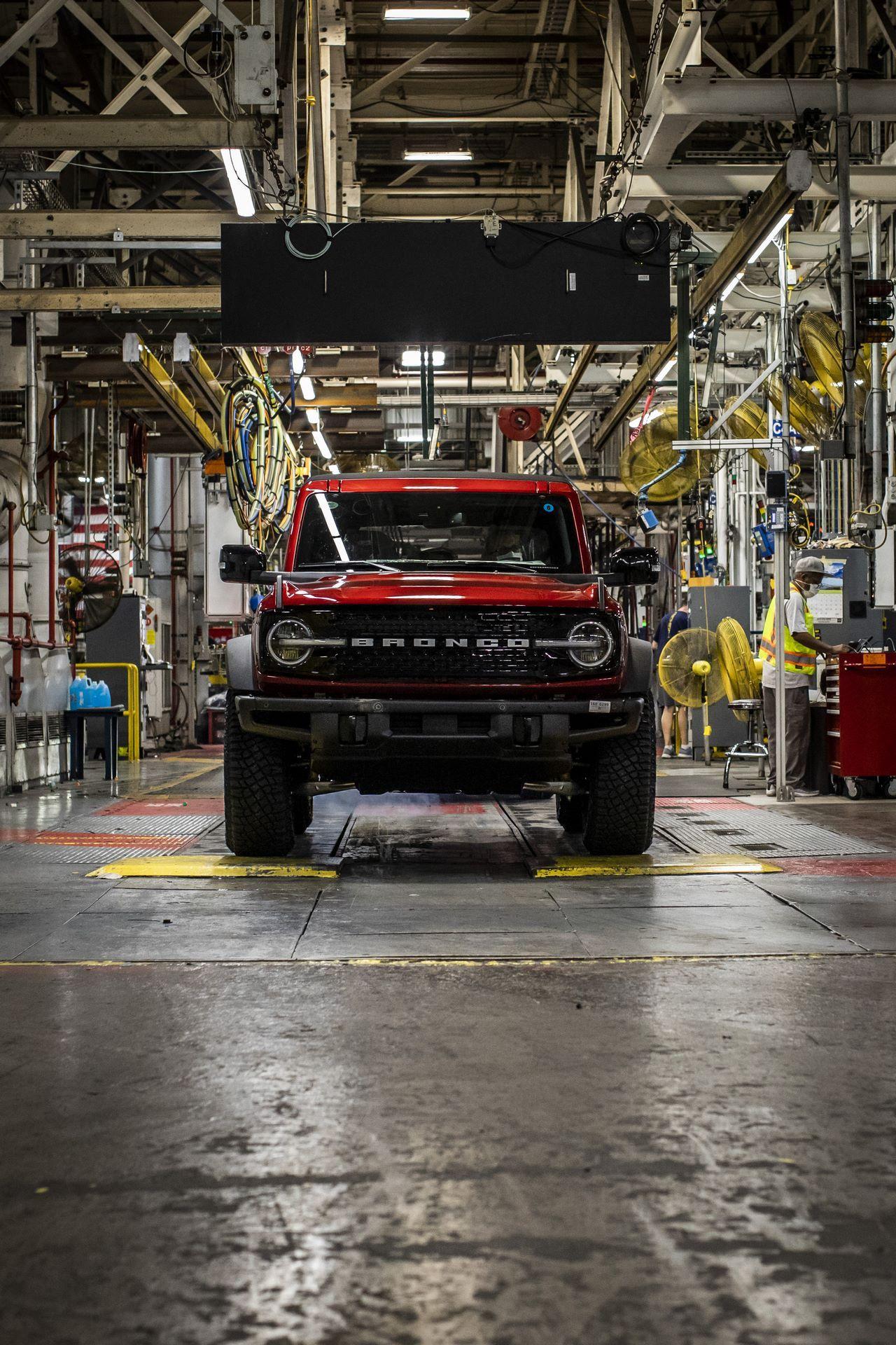Ford-Bronco-plant-21