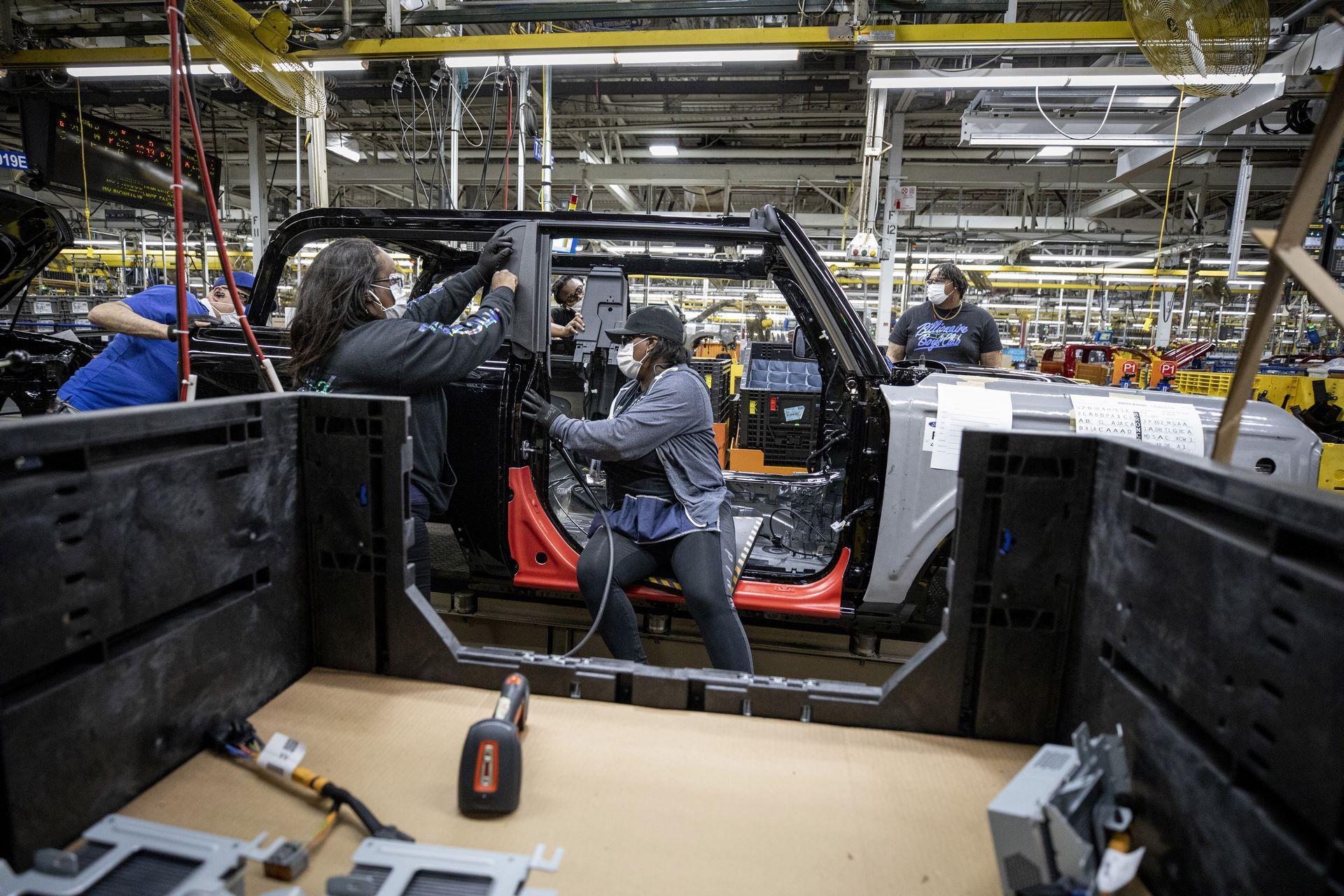 Ford-Bronco-plant-3