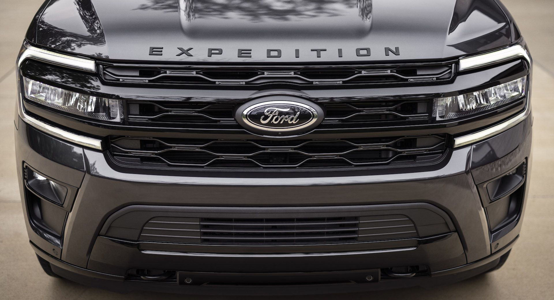 2022-Ford-Expedition-Stealth-00002-1