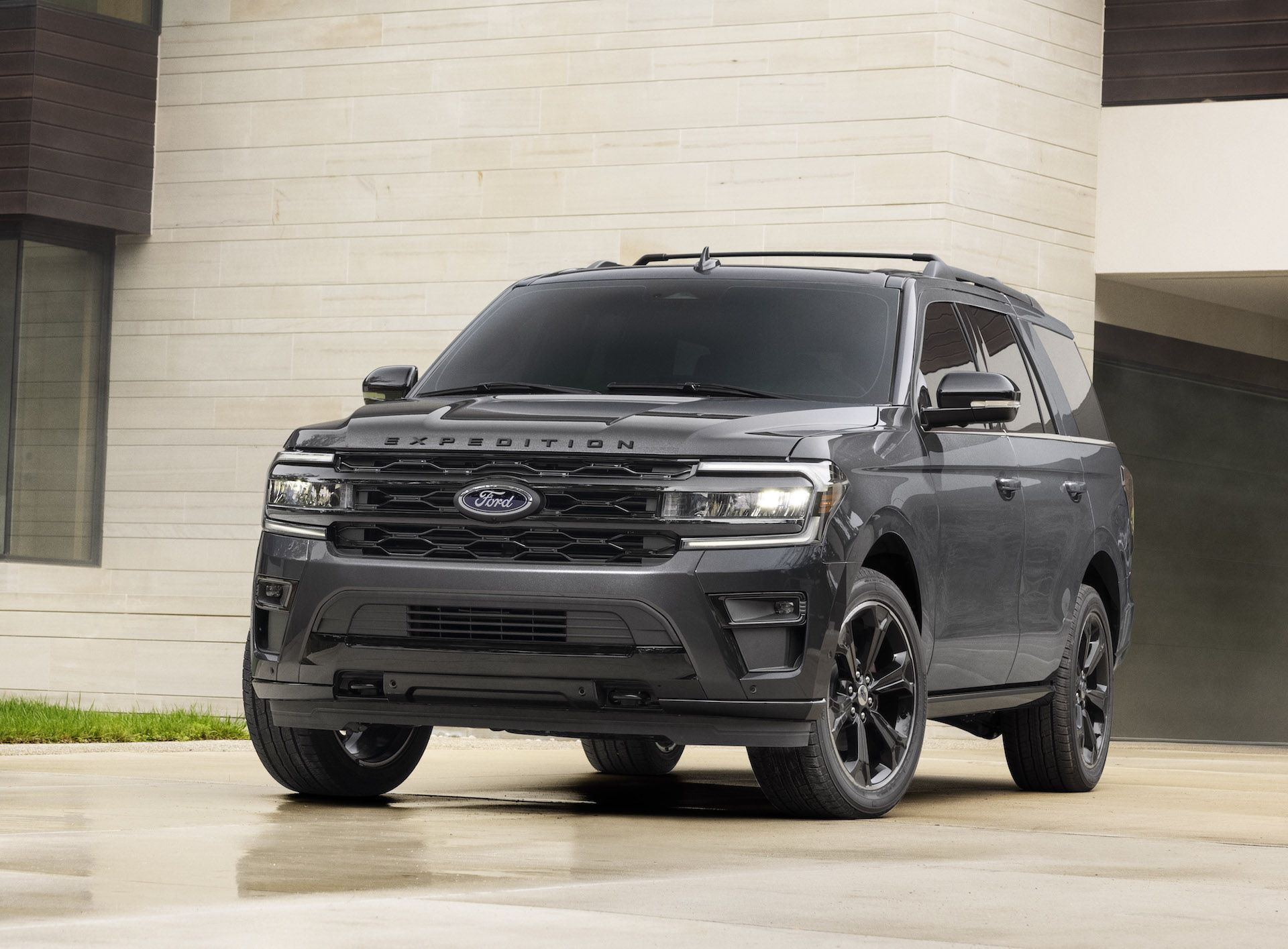 2022-Ford-Expedition-Stealth-00006-1