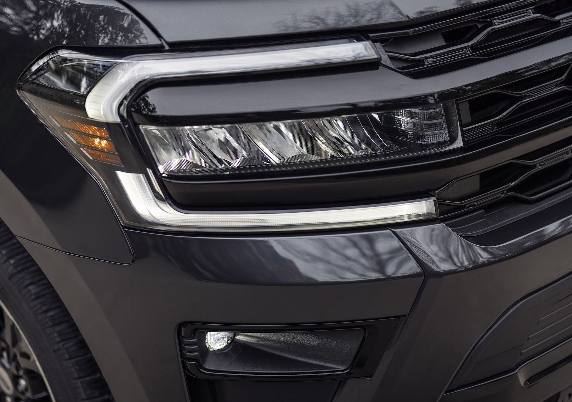 2022-Ford-Expedition-Stealth-00015-1
