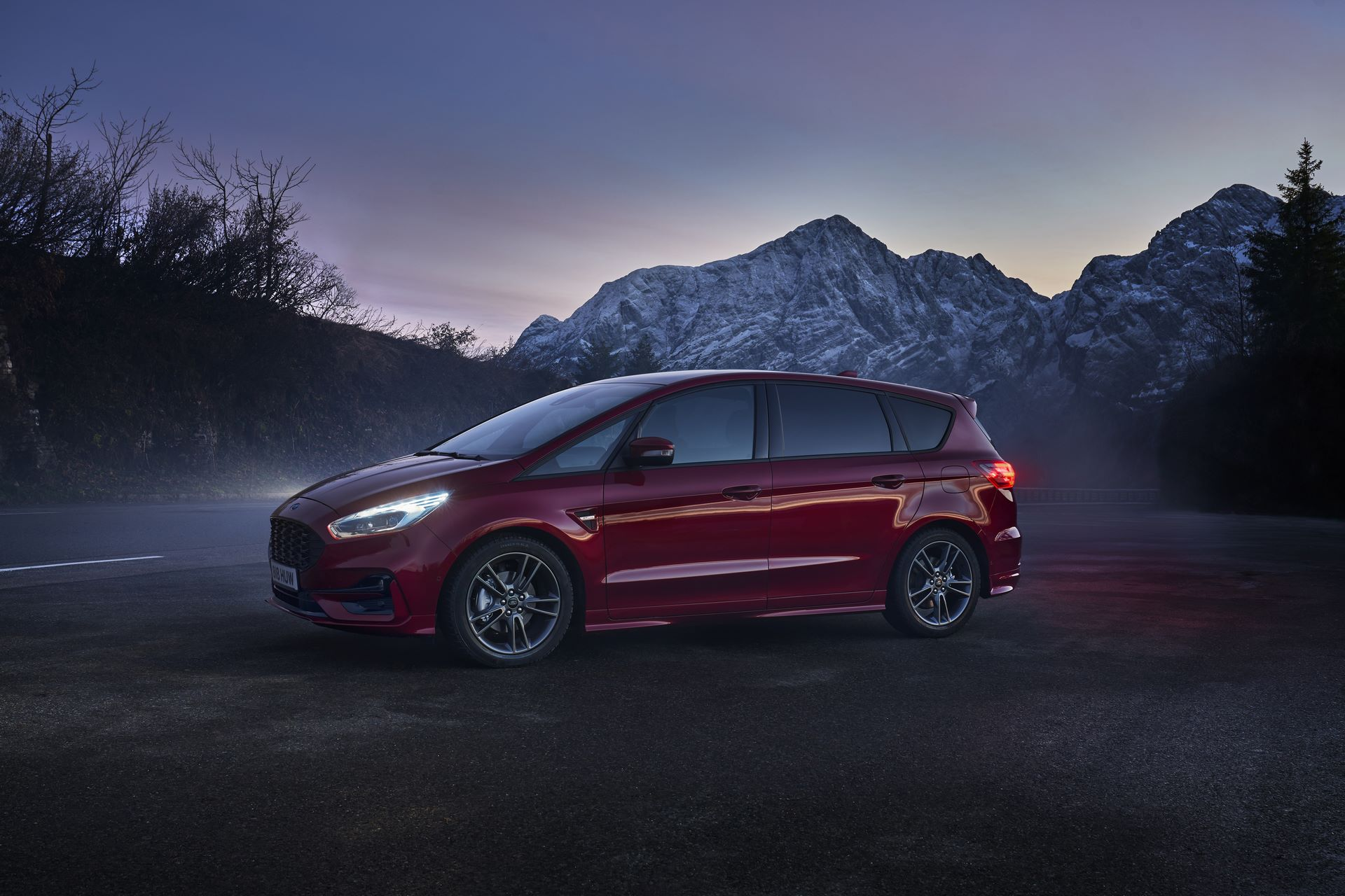 New S-MAX Hybrid Helps Active Families Go Electric and Continues Ford's Electrification Push
