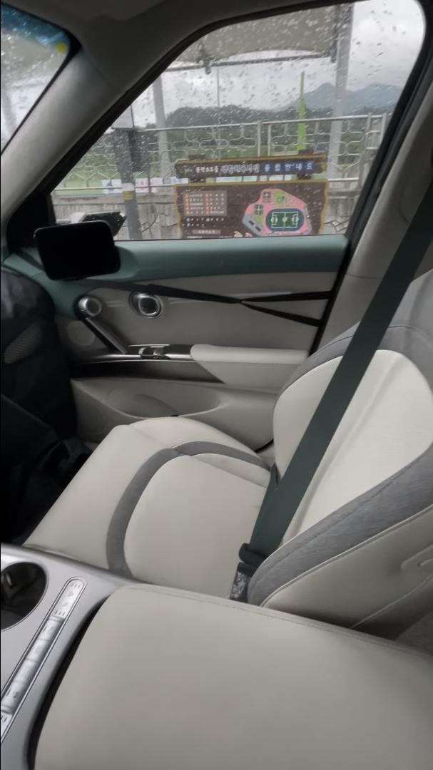 Genesis-GV60-Electric-interior-11