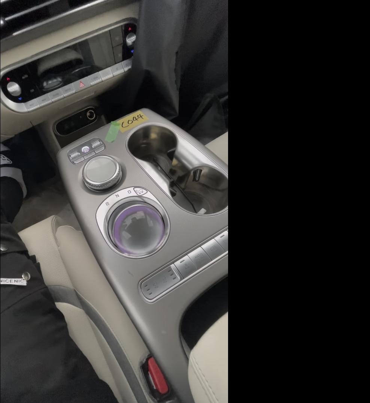 Genesis-GV60-Electric-interior-7