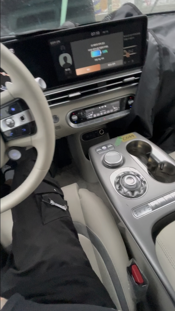 Genesis-GV60-Electric-interior-9