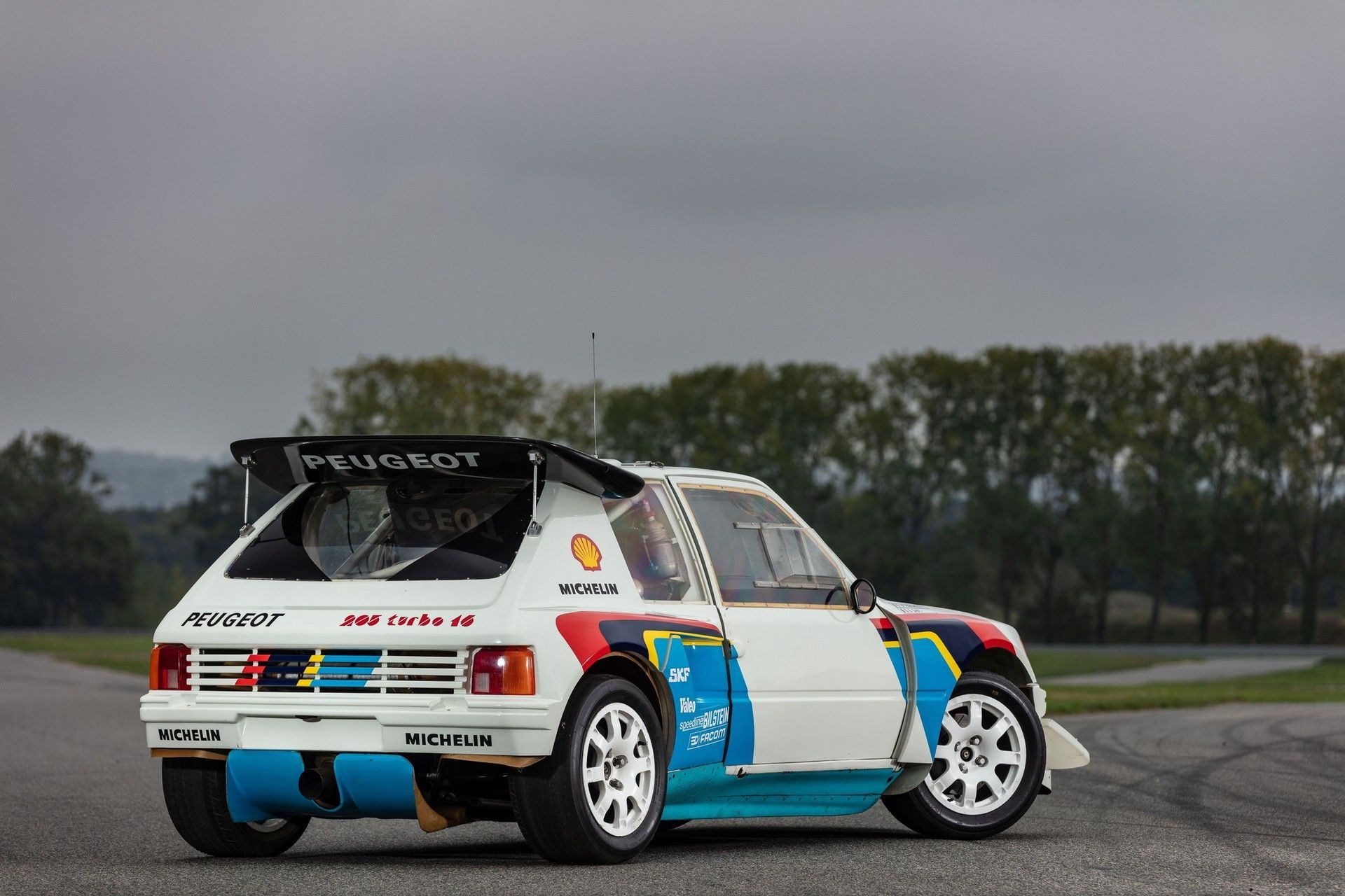 1985_Peugeot_205_Turbo_16_Evolution_2_sale-0003