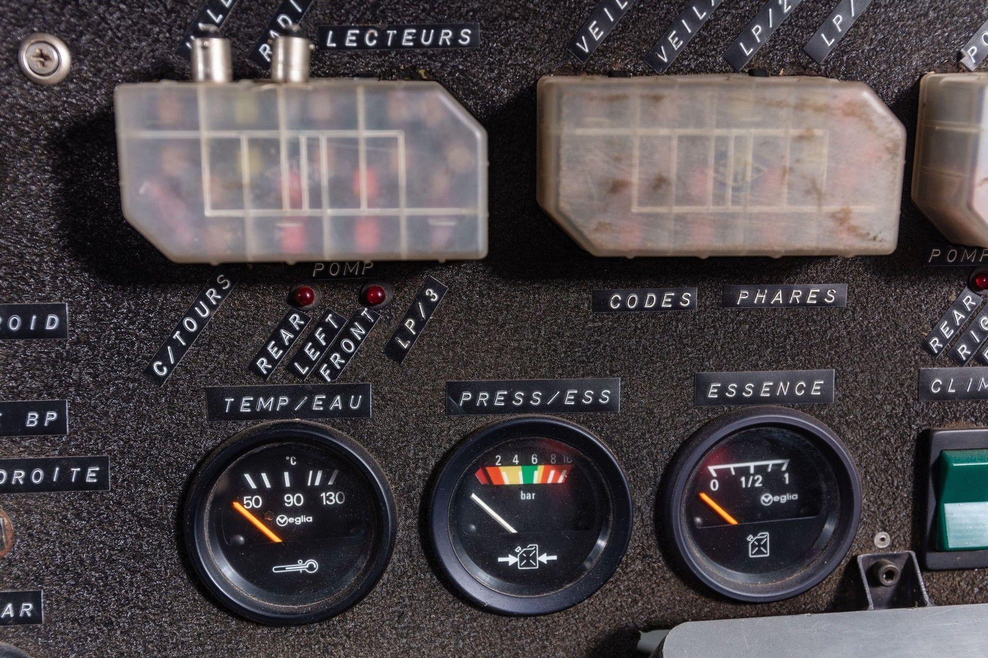 1985_Peugeot_205_Turbo_16_Evolution_2_sale-0028