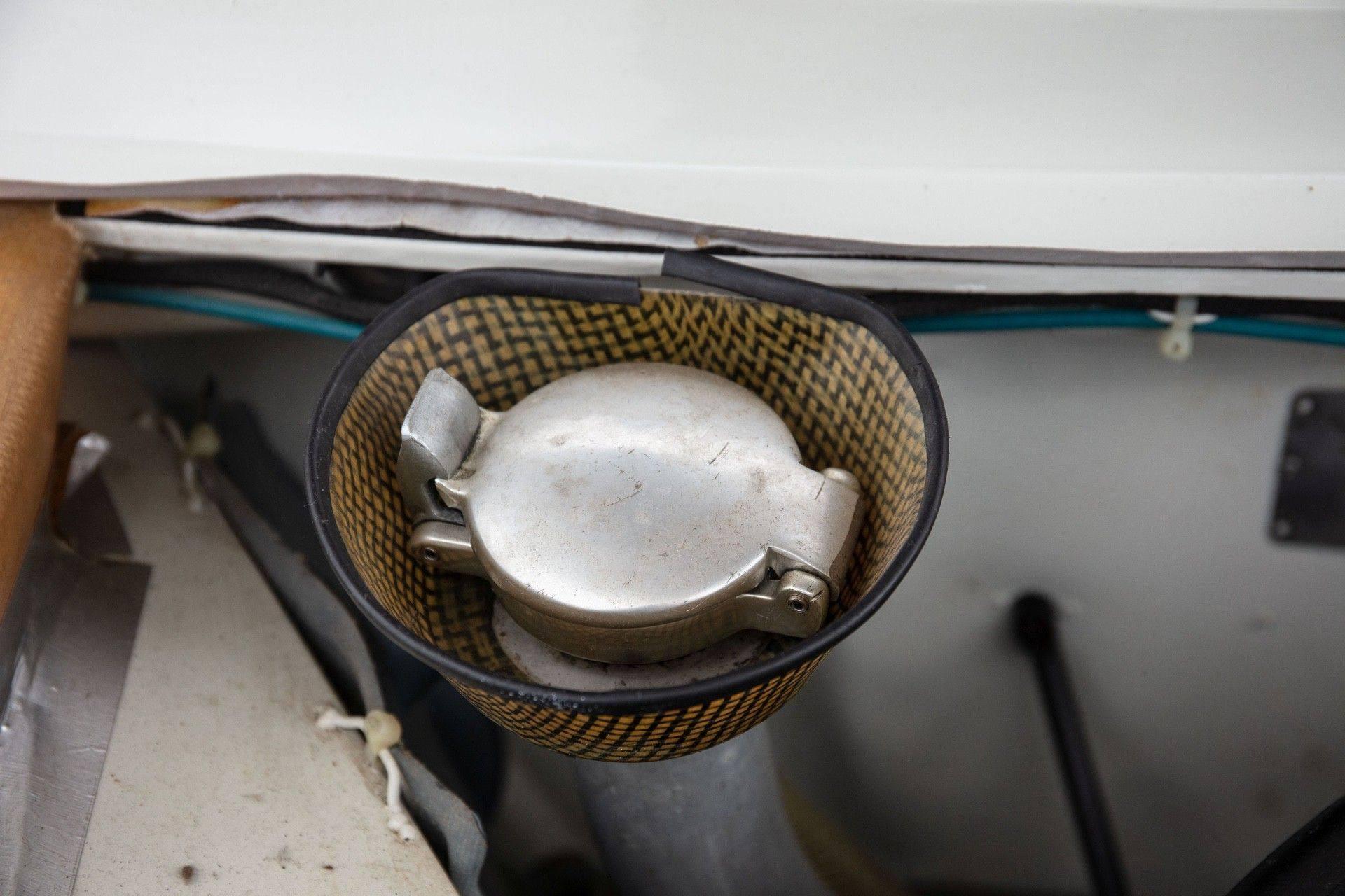 1985_Peugeot_205_Turbo_16_Evolution_2_sale-0045