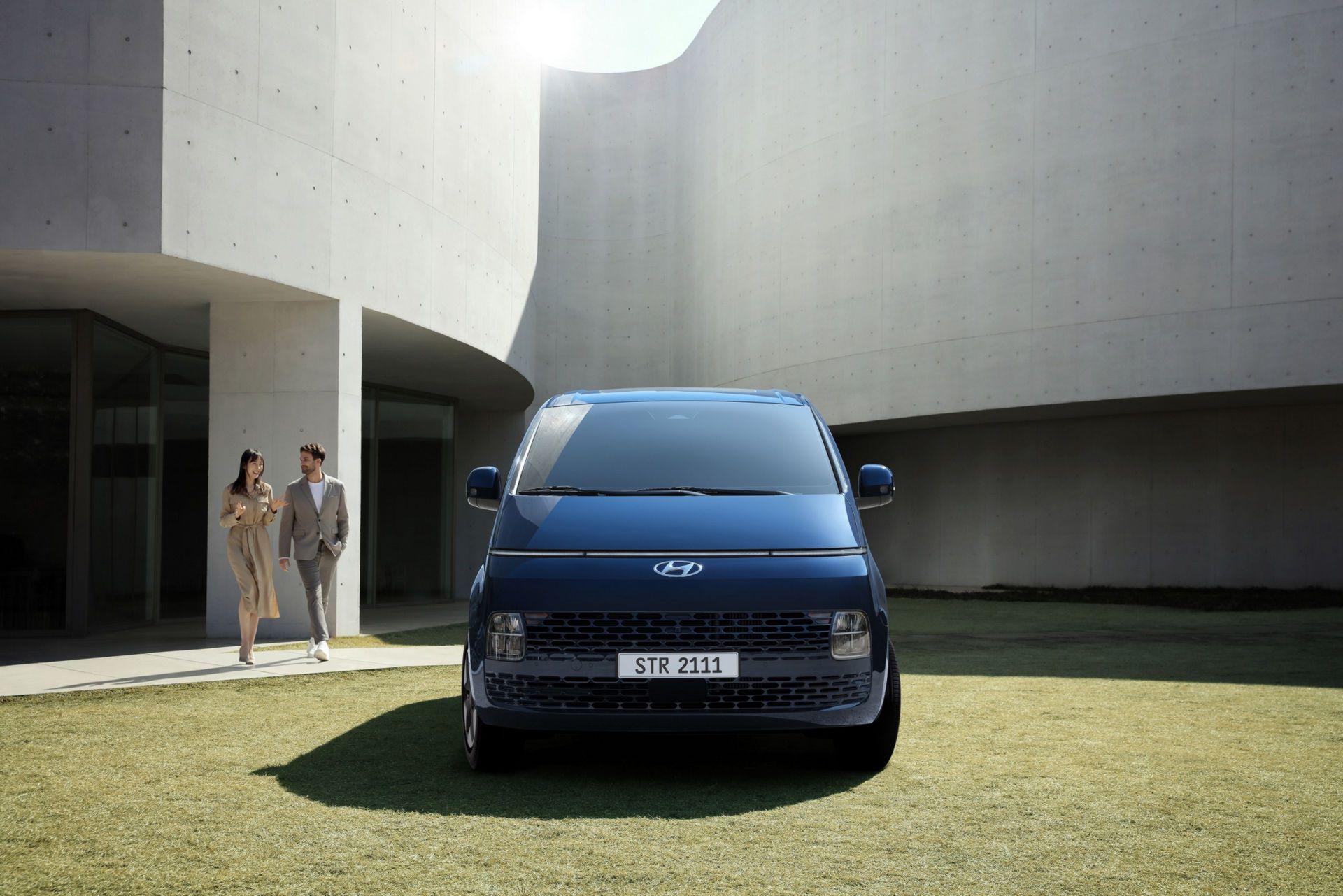 Hyundai-Staria-11
